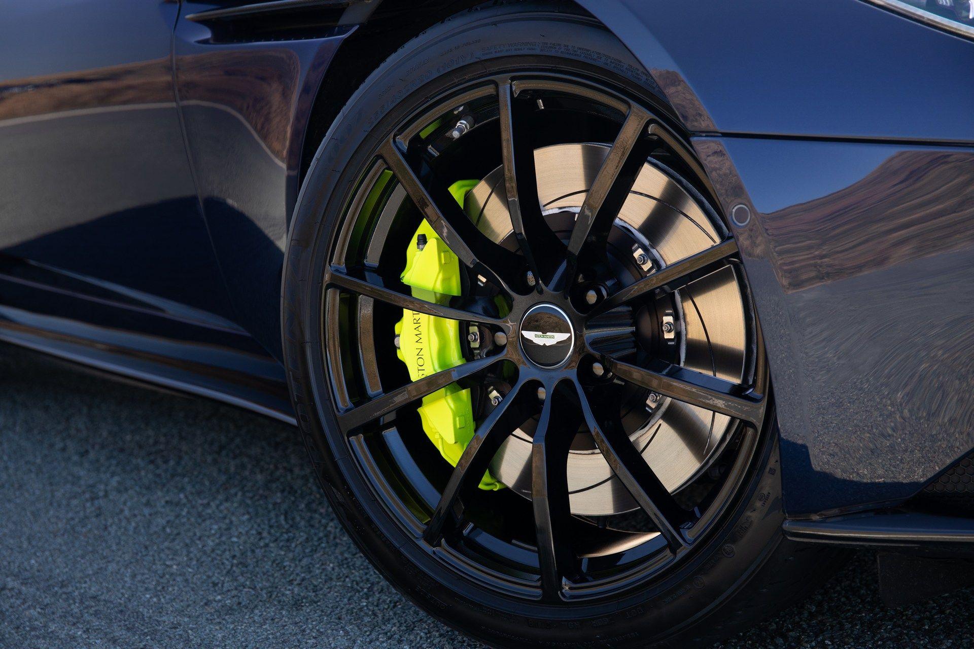 Aston-Martin-DB11-AMR-25