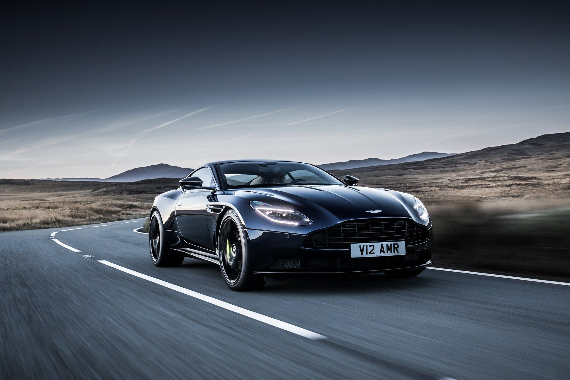 Aston-Martin-DB11-AMR-27