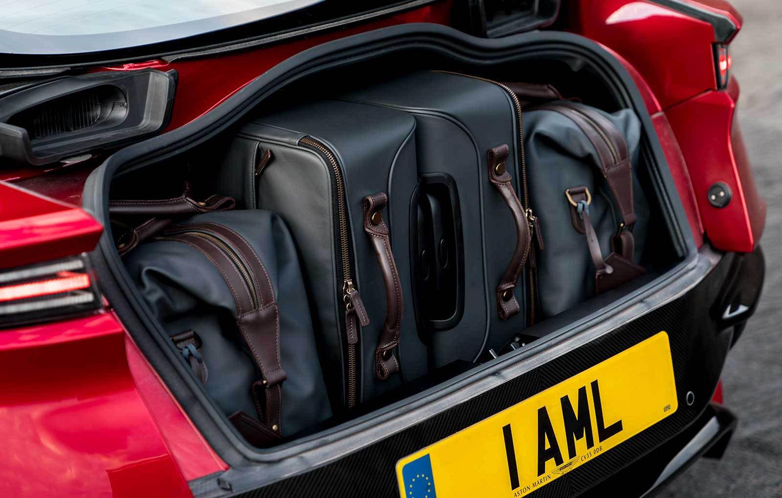 Aston Martin DBS Superleggera 2019 (32)