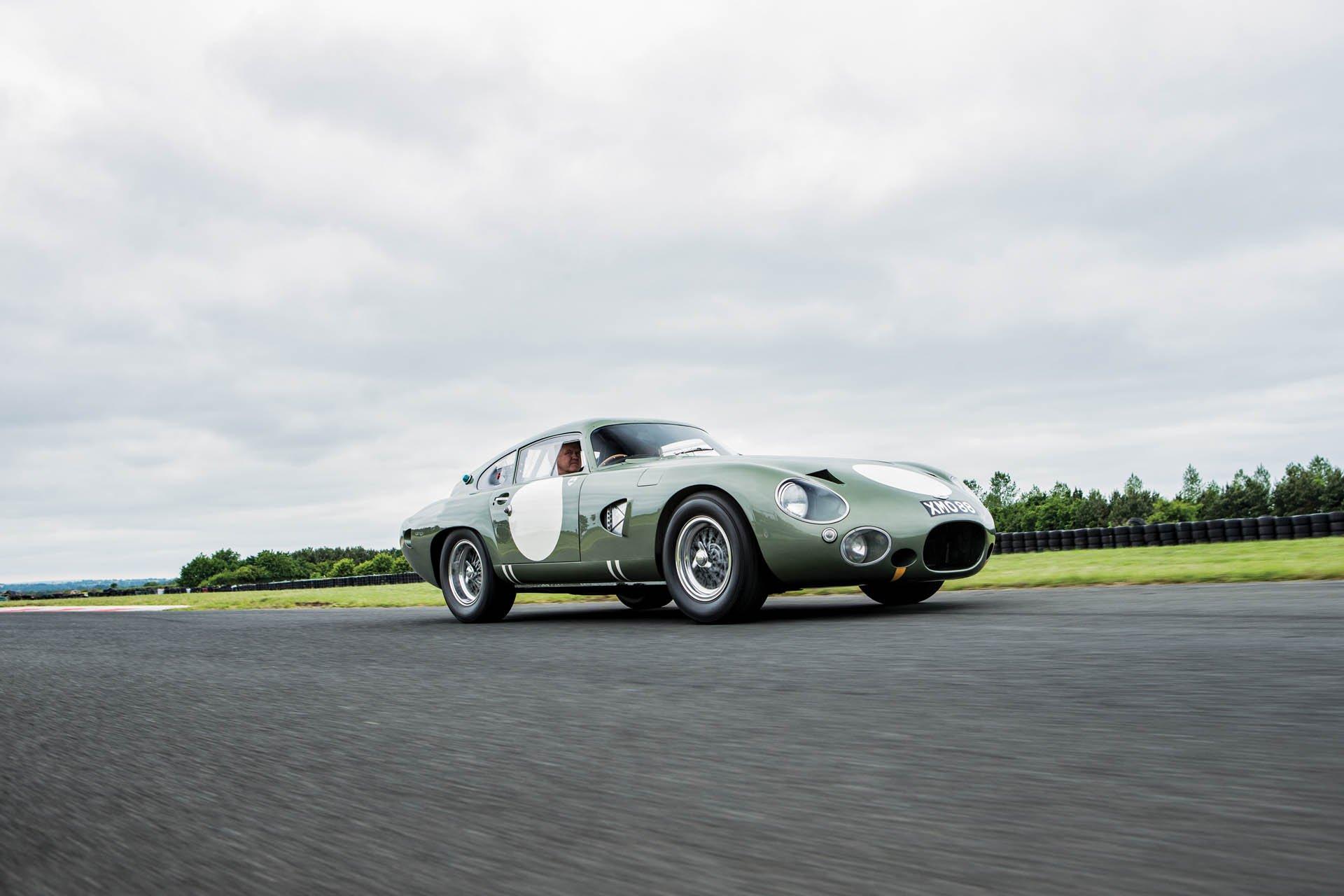 Aston Martin DP215 1963 (1)