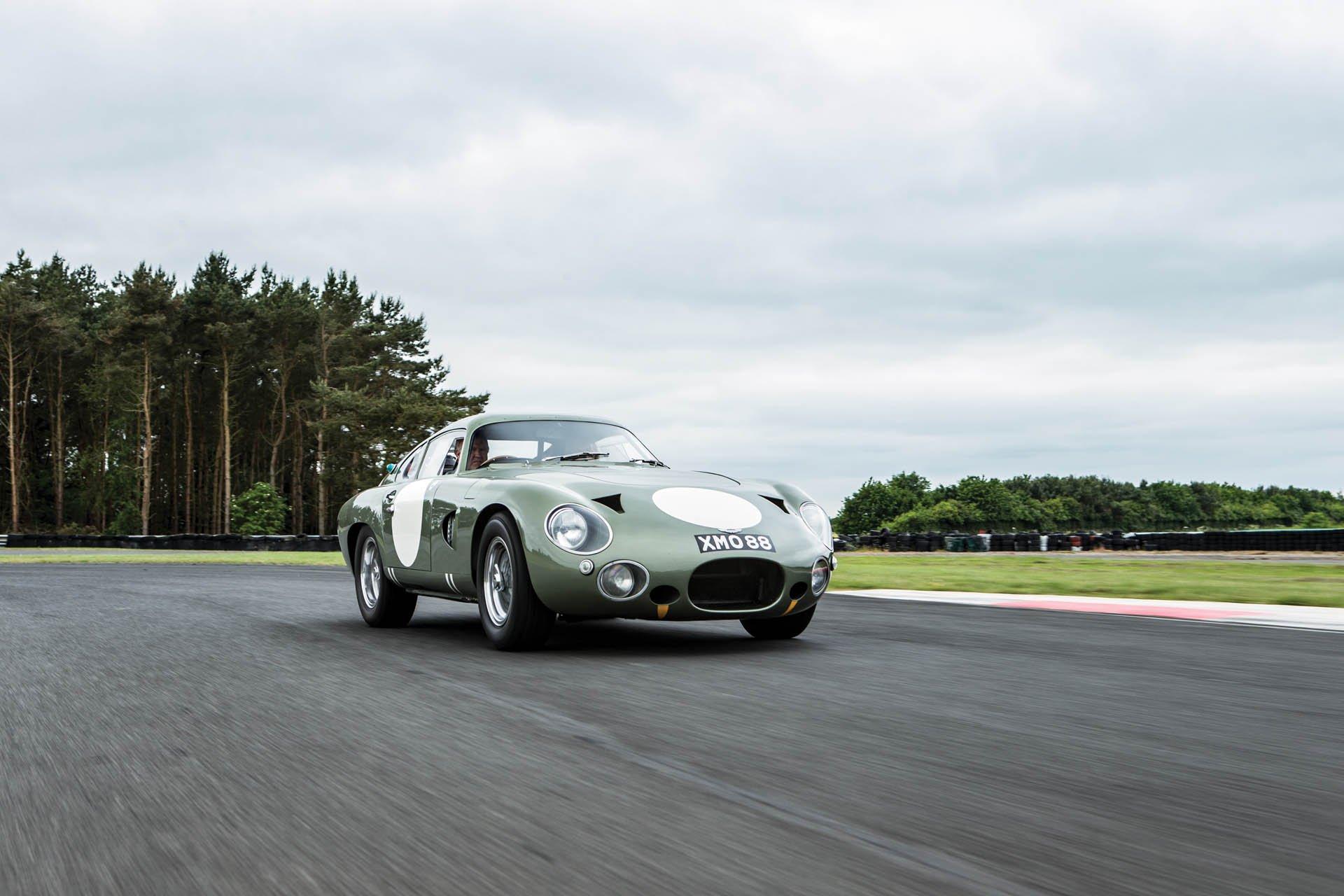 Aston Martin DP215 1963 (2)