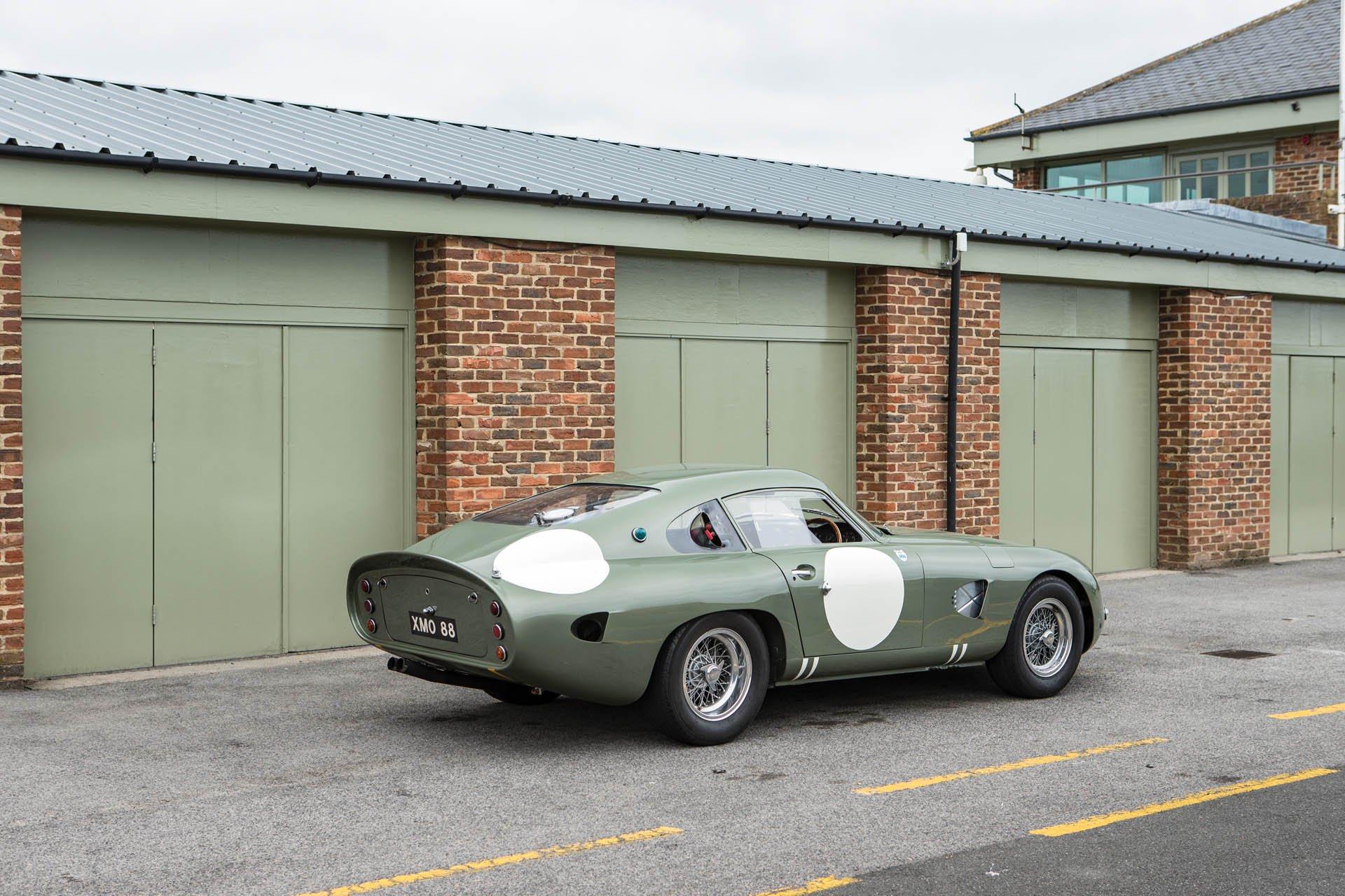 Aston Martin DP215 1963 (8)