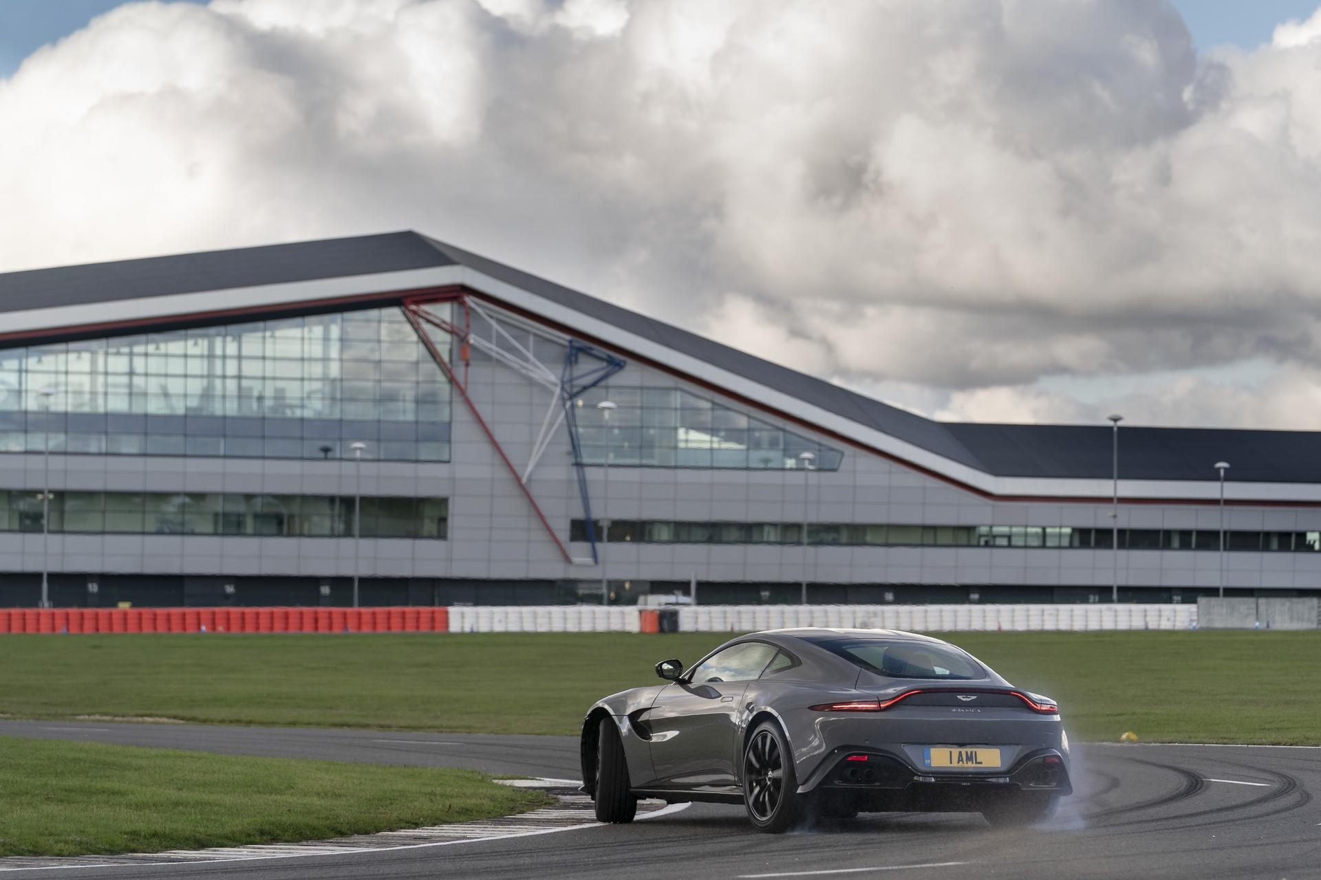Aston Martin Stowe Circuit_02