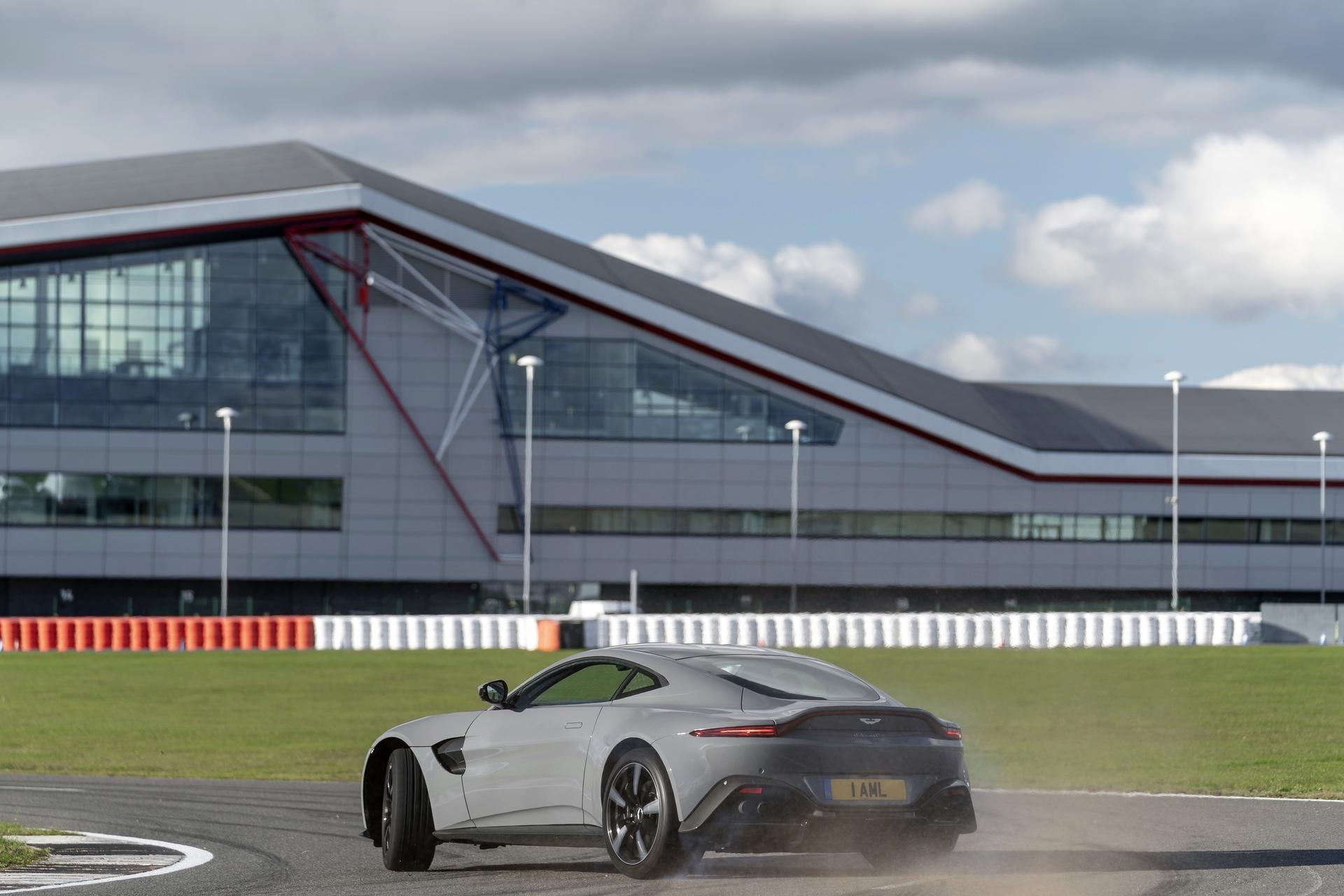 Aston Martin Stowe Circuit_04