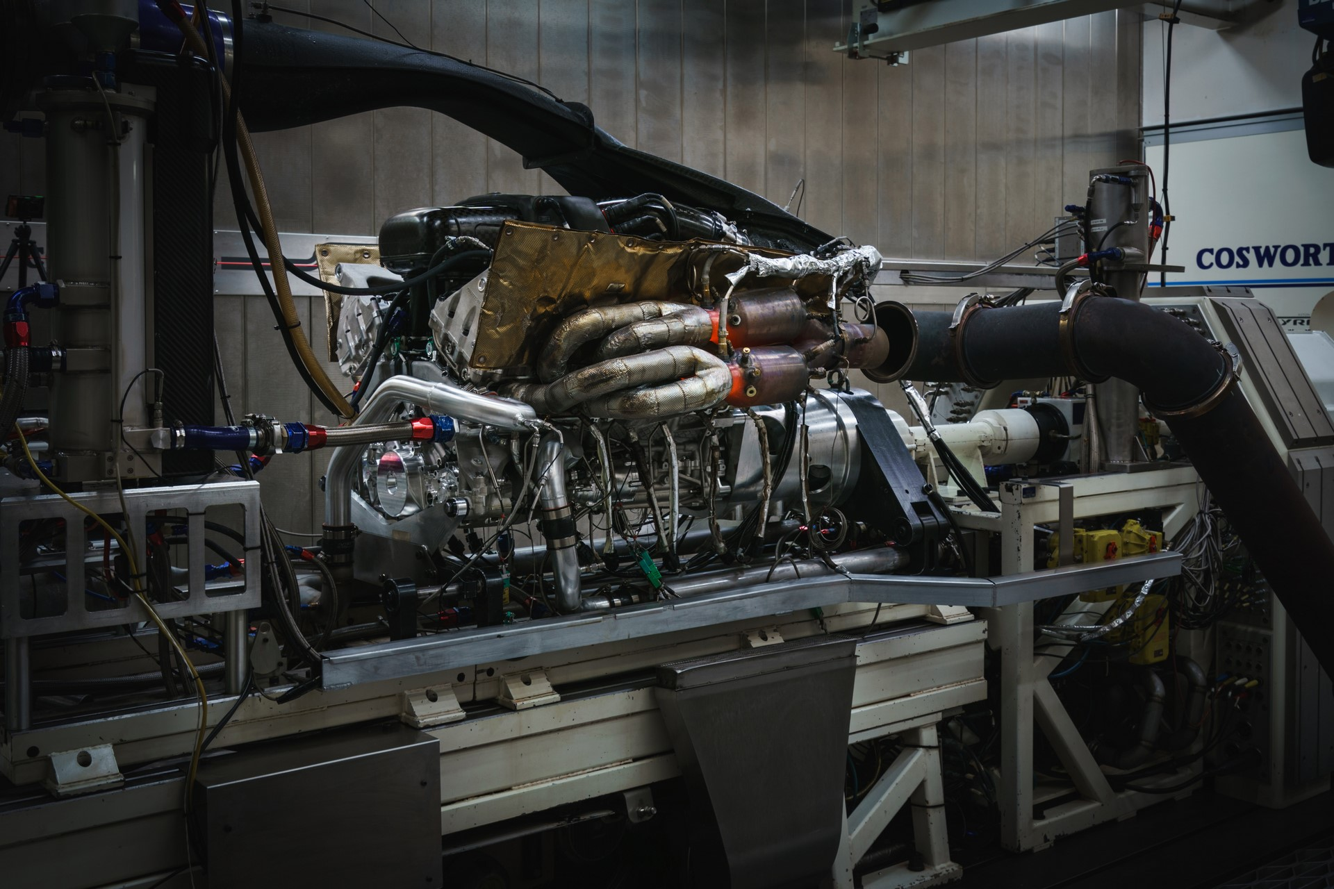 Aston Martin Valkyrie Engine (1)