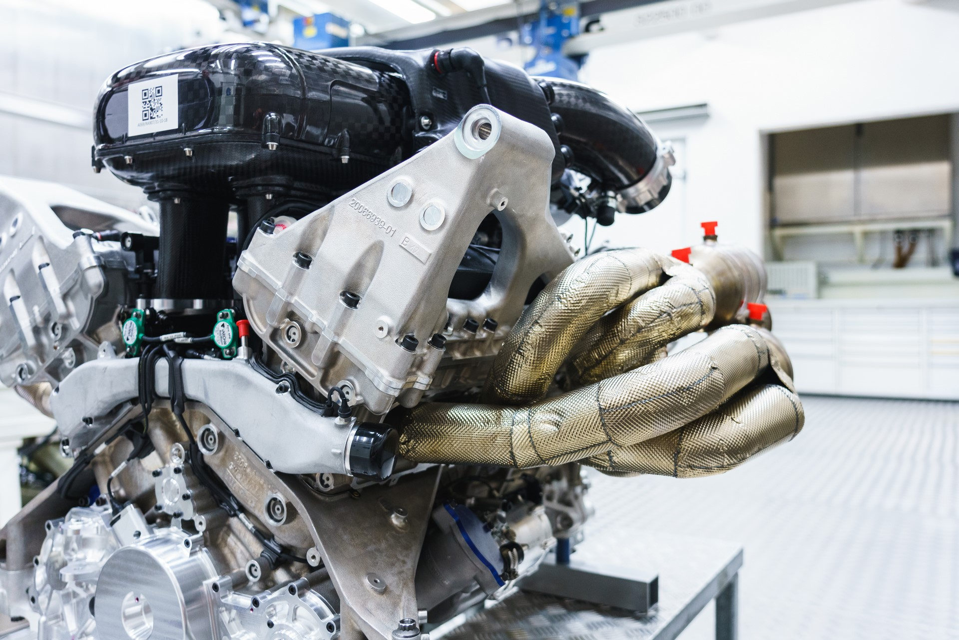 Aston Martin Valkyrie Engine (11)