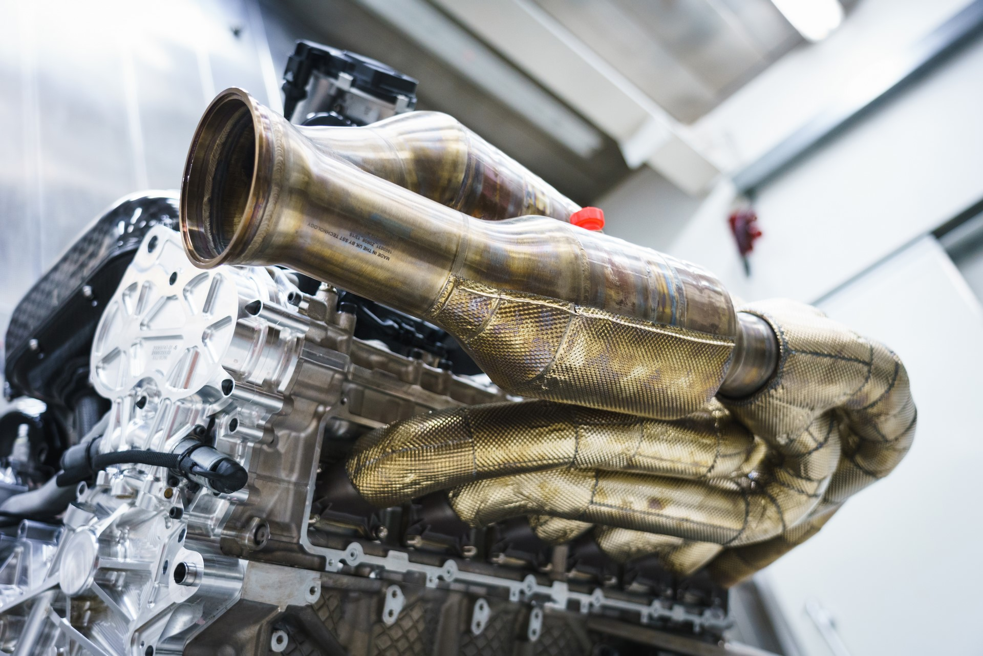 Aston Martin Valkyrie Engine (13)