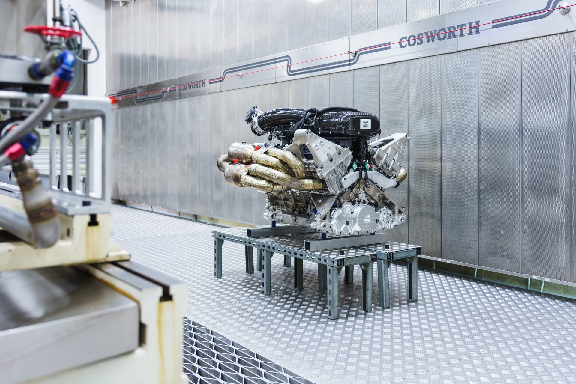 Aston Martin Valkyrie Engine (2)