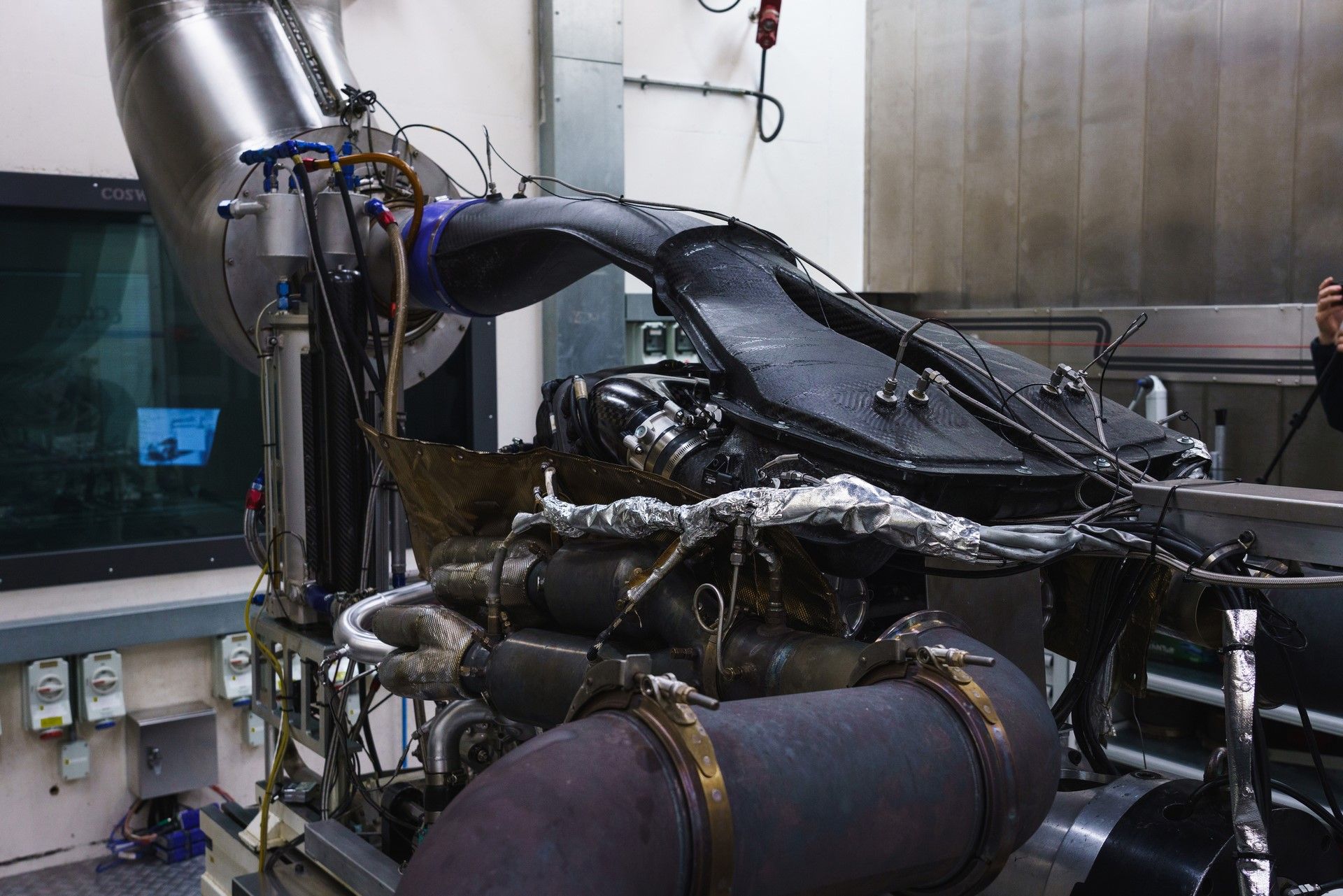 Aston Martin Valkyrie Engine (3)