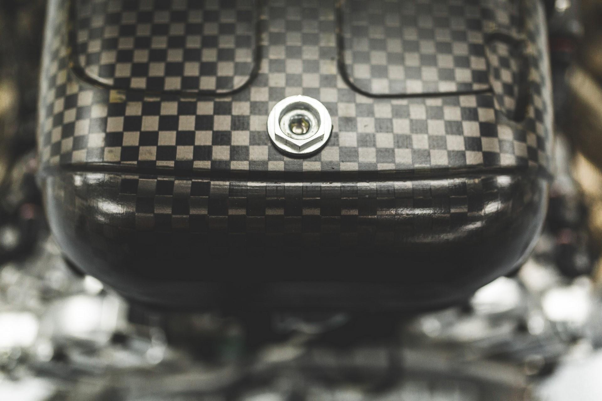 Aston Martin Valkyrie Engine (6)