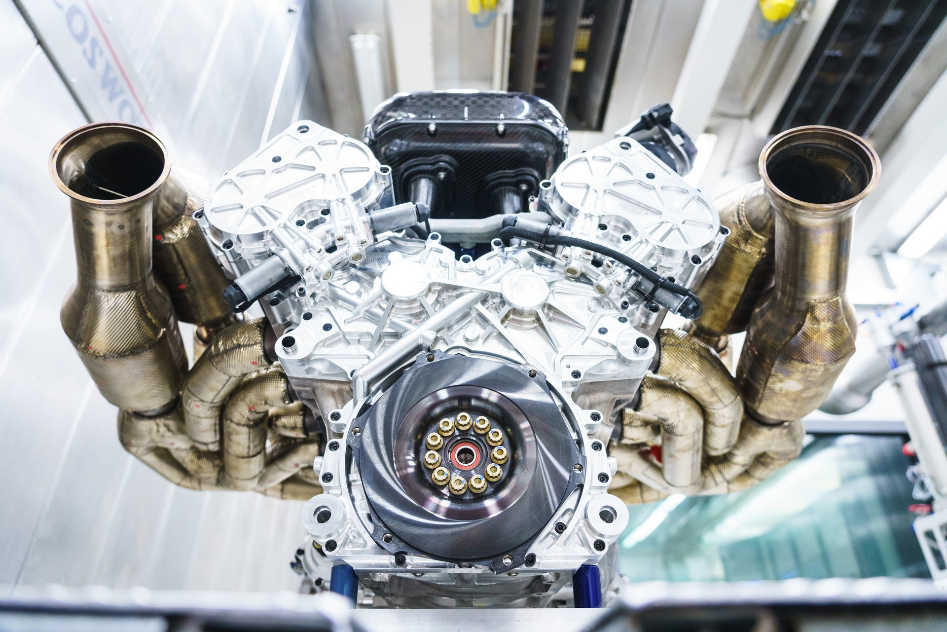 Aston Martin Valkyrie Engine (7)-leadimage