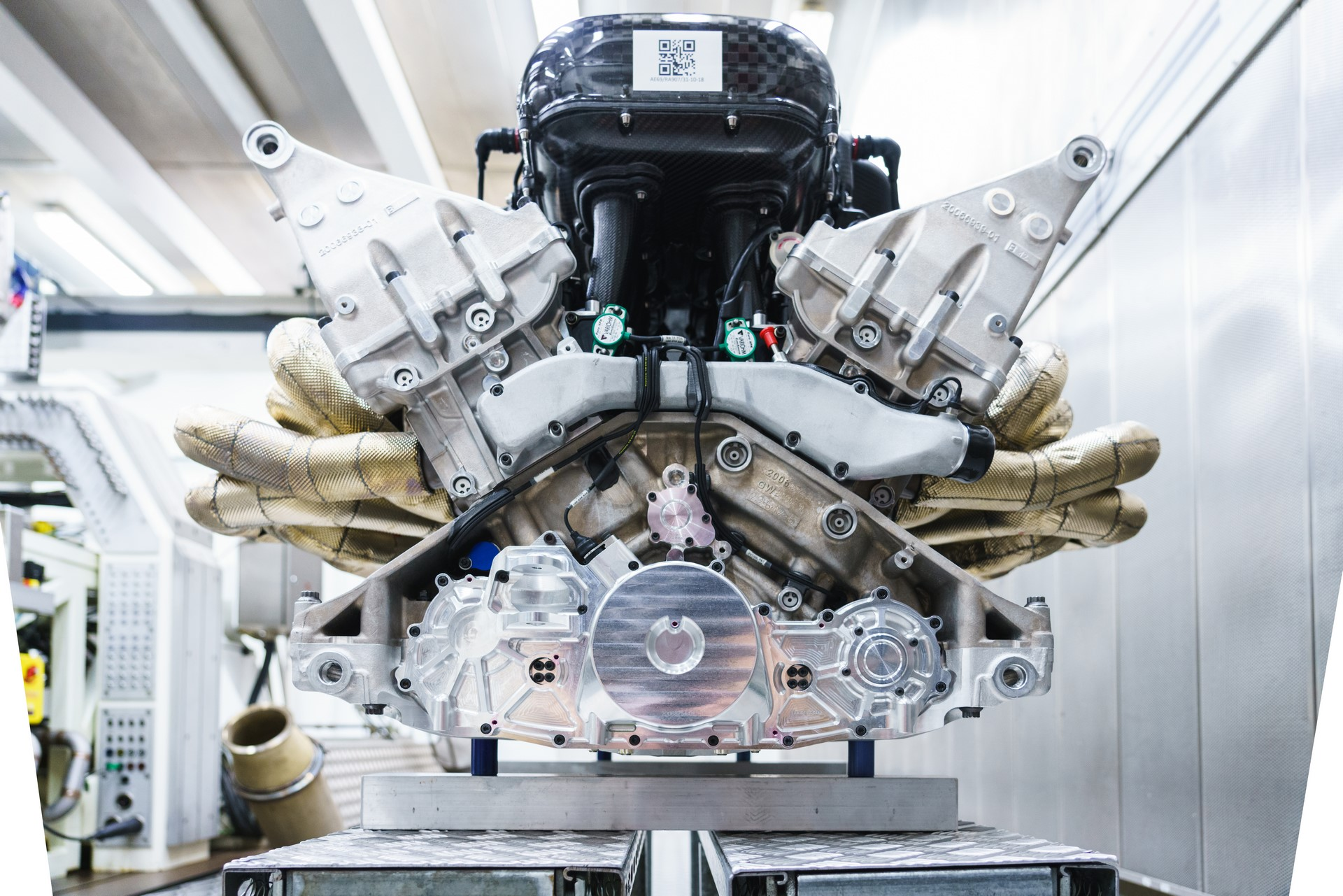 Aston Martin Valkyrie Engine (8)