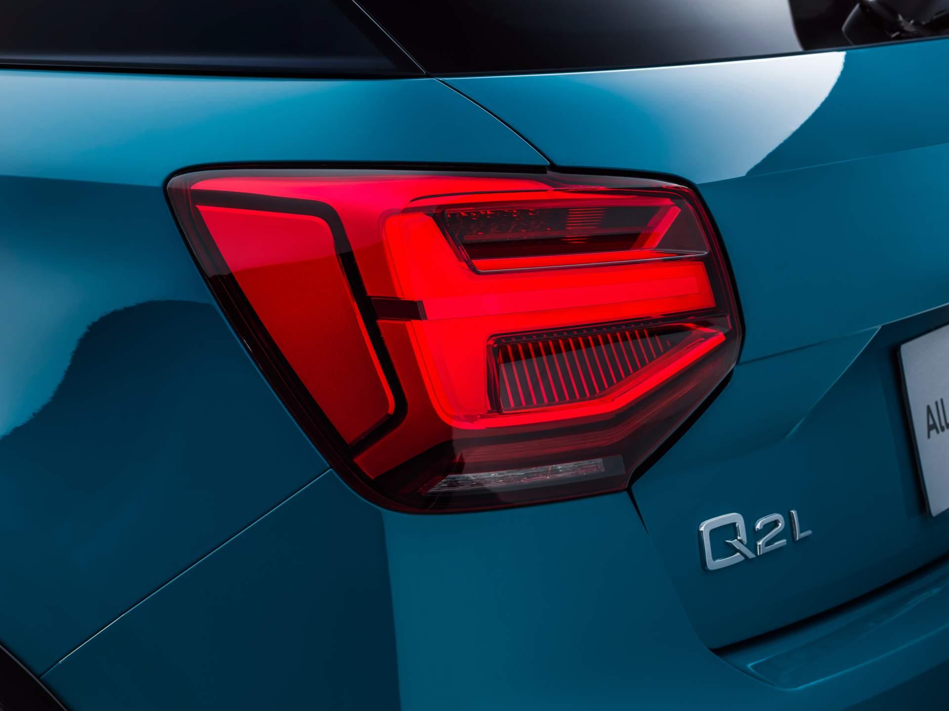 Audi_Q2_L_0055
