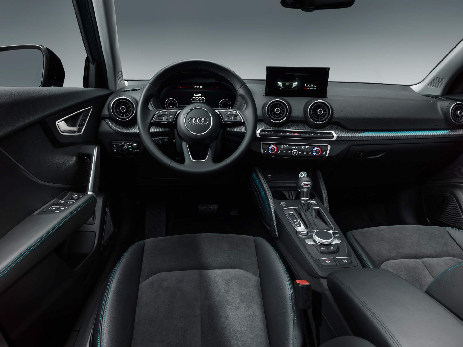 Audi_Q2_L_0058