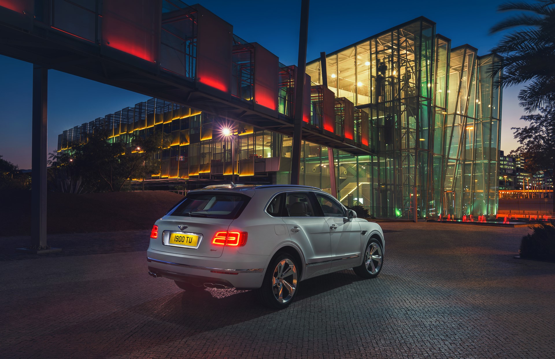 Bentley Bentayga Hybrid - 08