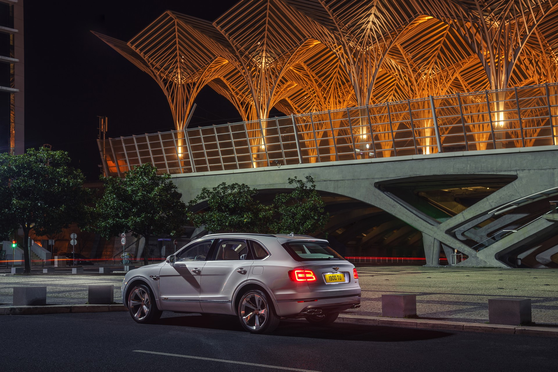 Bentley Bentayga Hybrid - 14