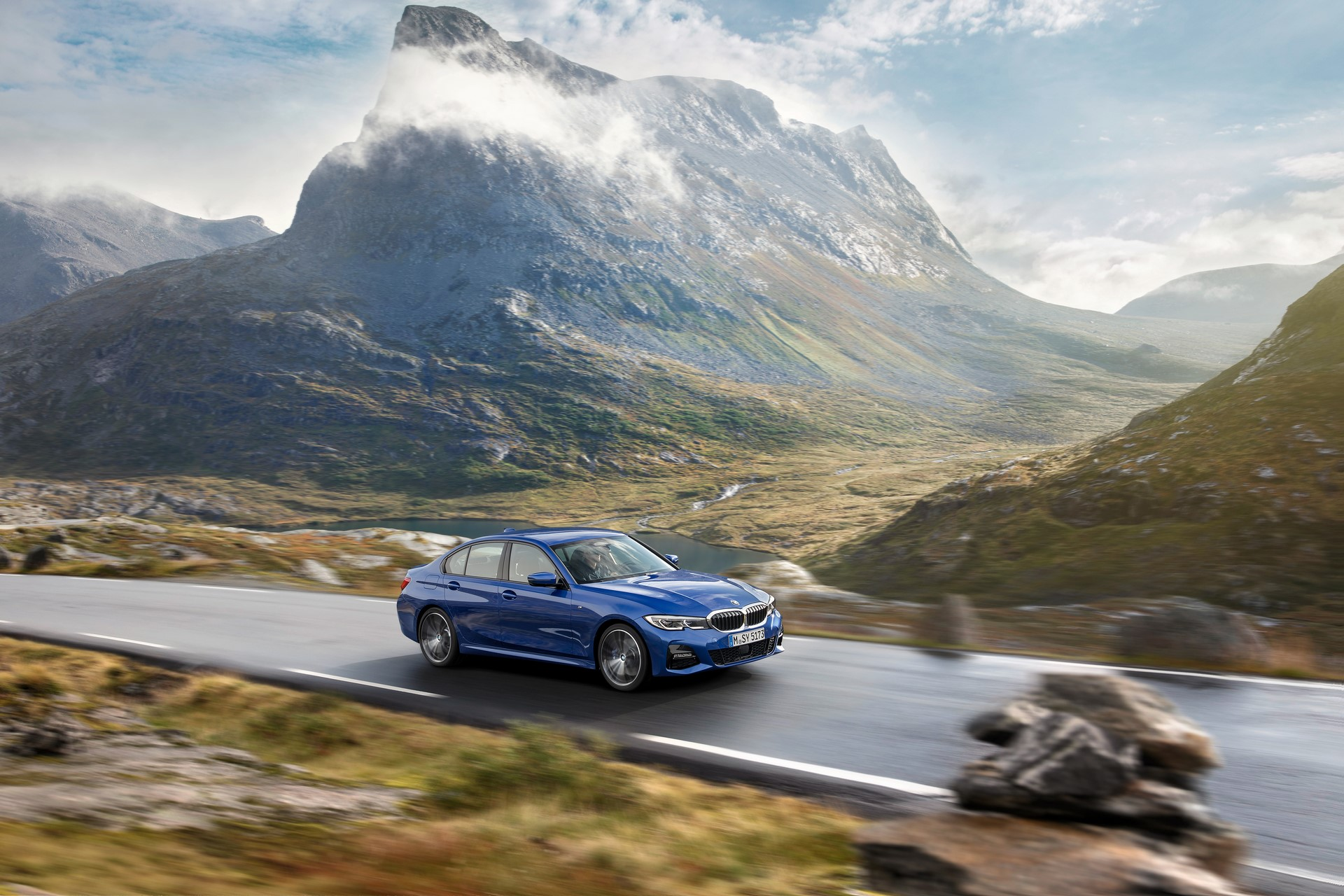 BMW 3-Series 2019 (1)