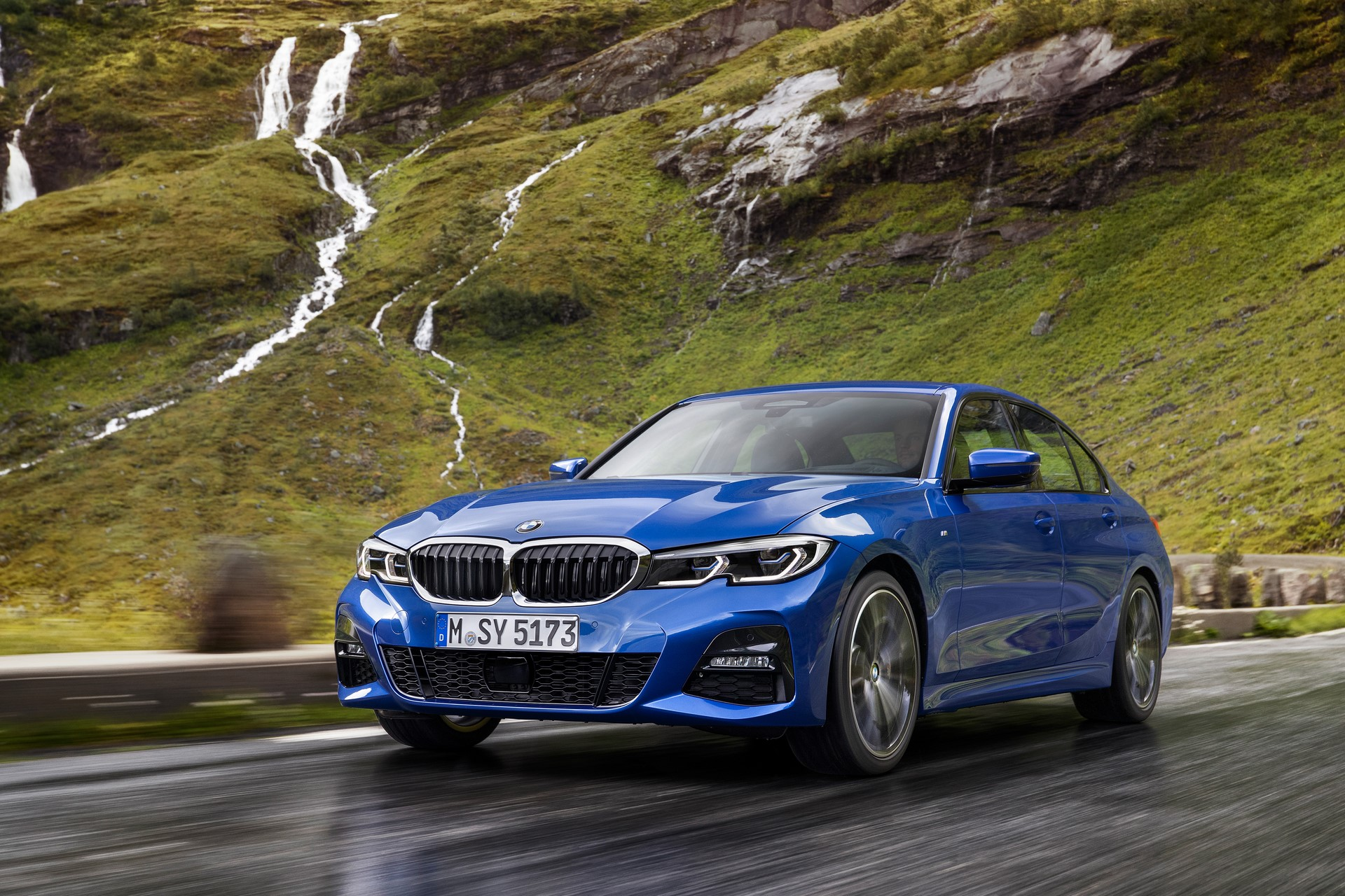 BMW 3-Series 2019 (10)