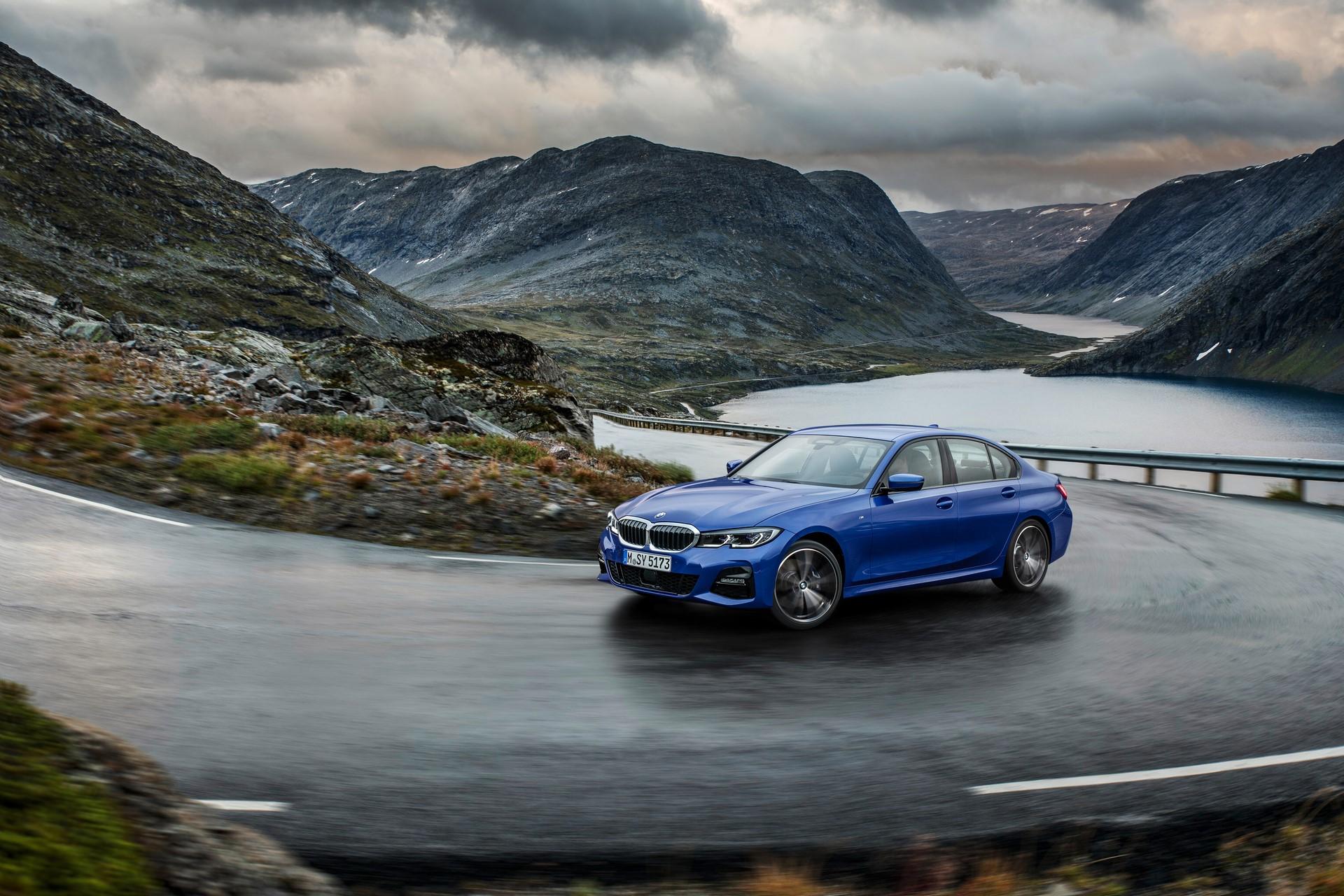 BMW 3-Series 2019 (2)