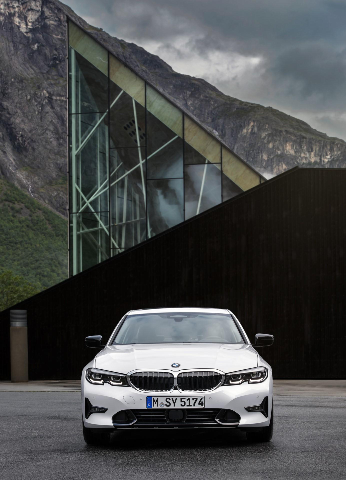 BMW 3-Series 2019 (61)