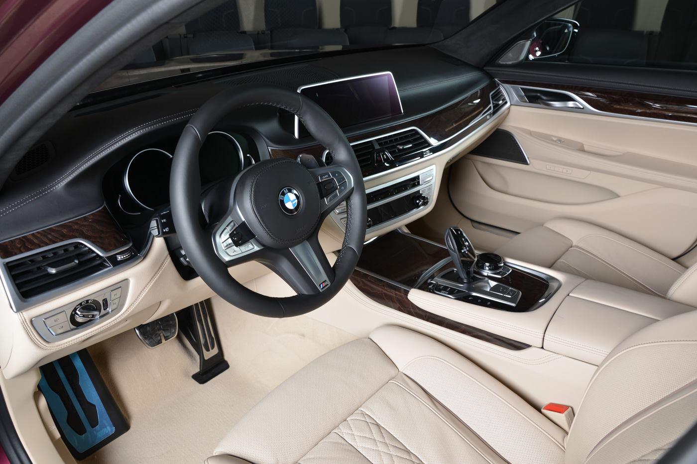 BMW_740Li_Wildberry_09
