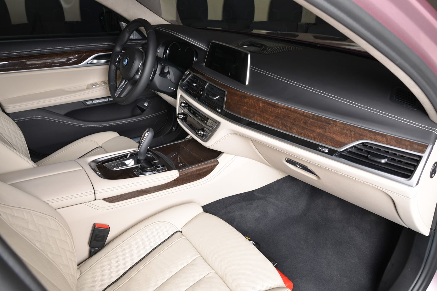 BMW750Li xDrive Individual M Sport Package in Rose Quartz (7)