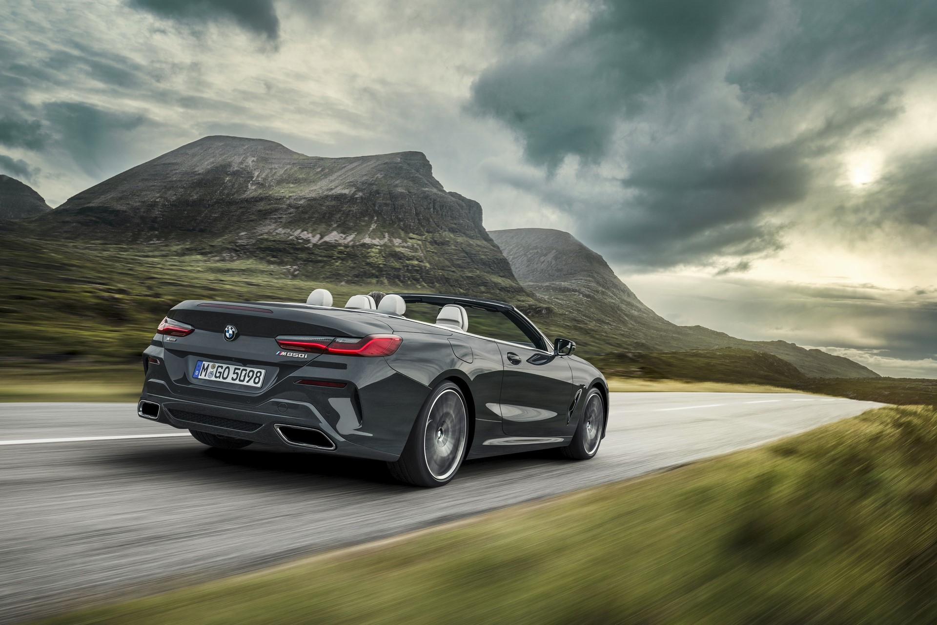 BMW 8 Series Convertible 2019 (1)