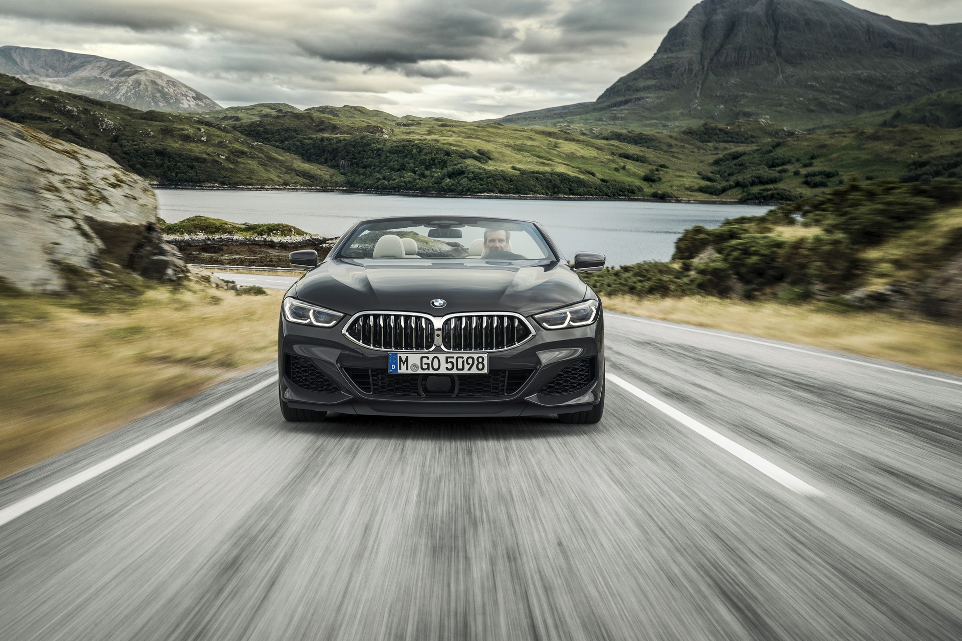 BMW 8 Series Convertible 2019 (10)