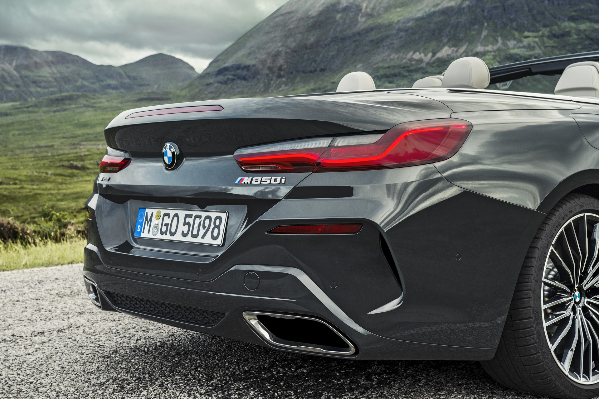BMW 8 Series Convertible 2019 (12)