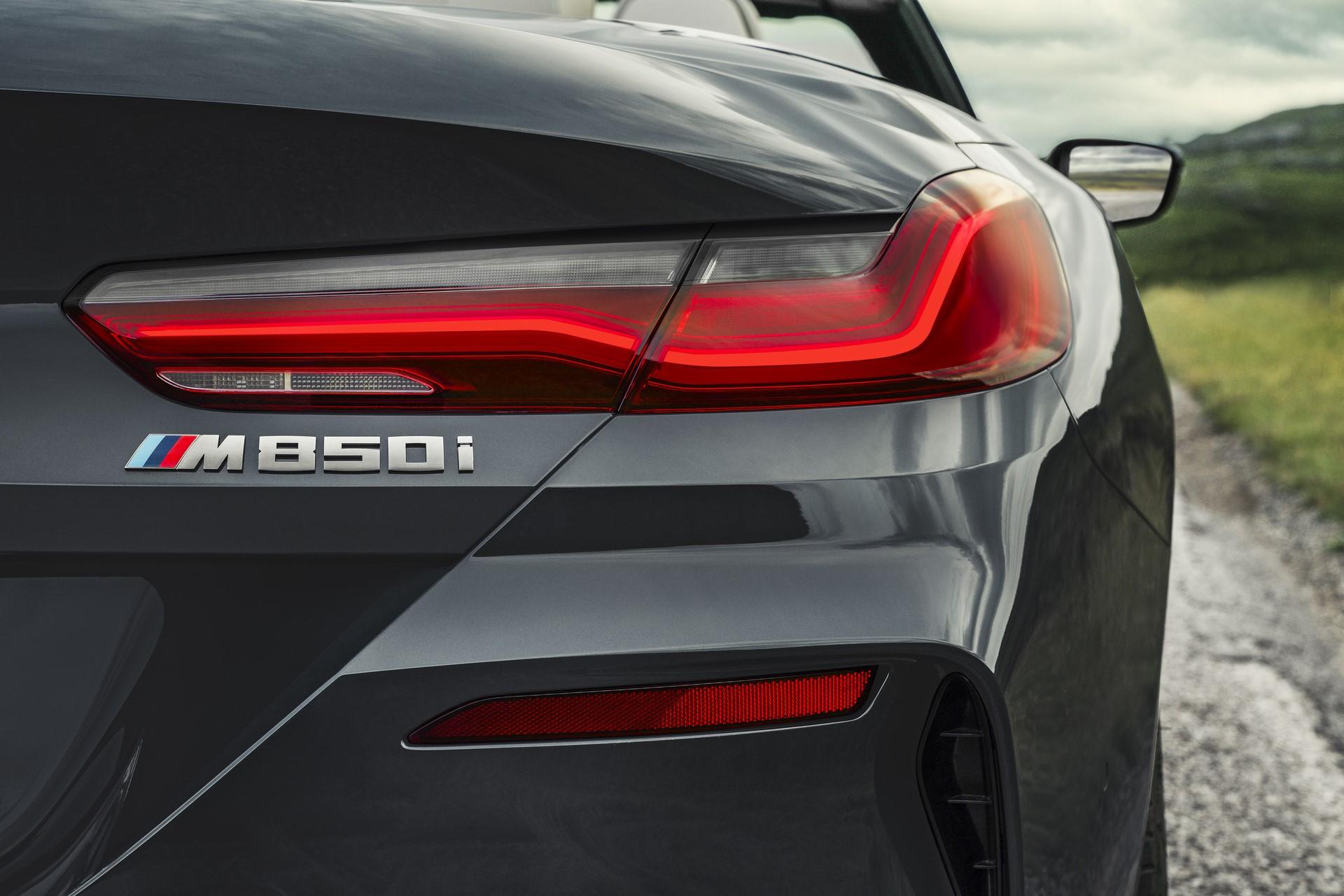 BMW 8 Series Convertible 2019 (13)
