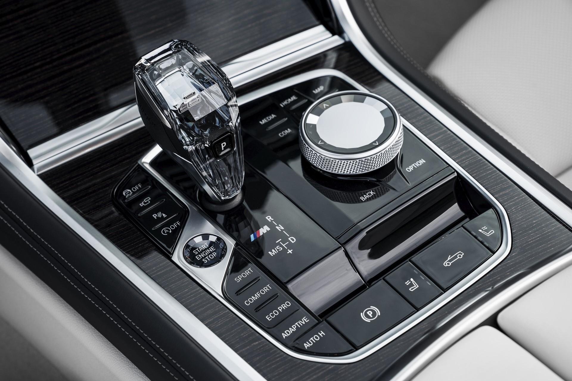 BMW 8 Series Convertible 2019 (17)
