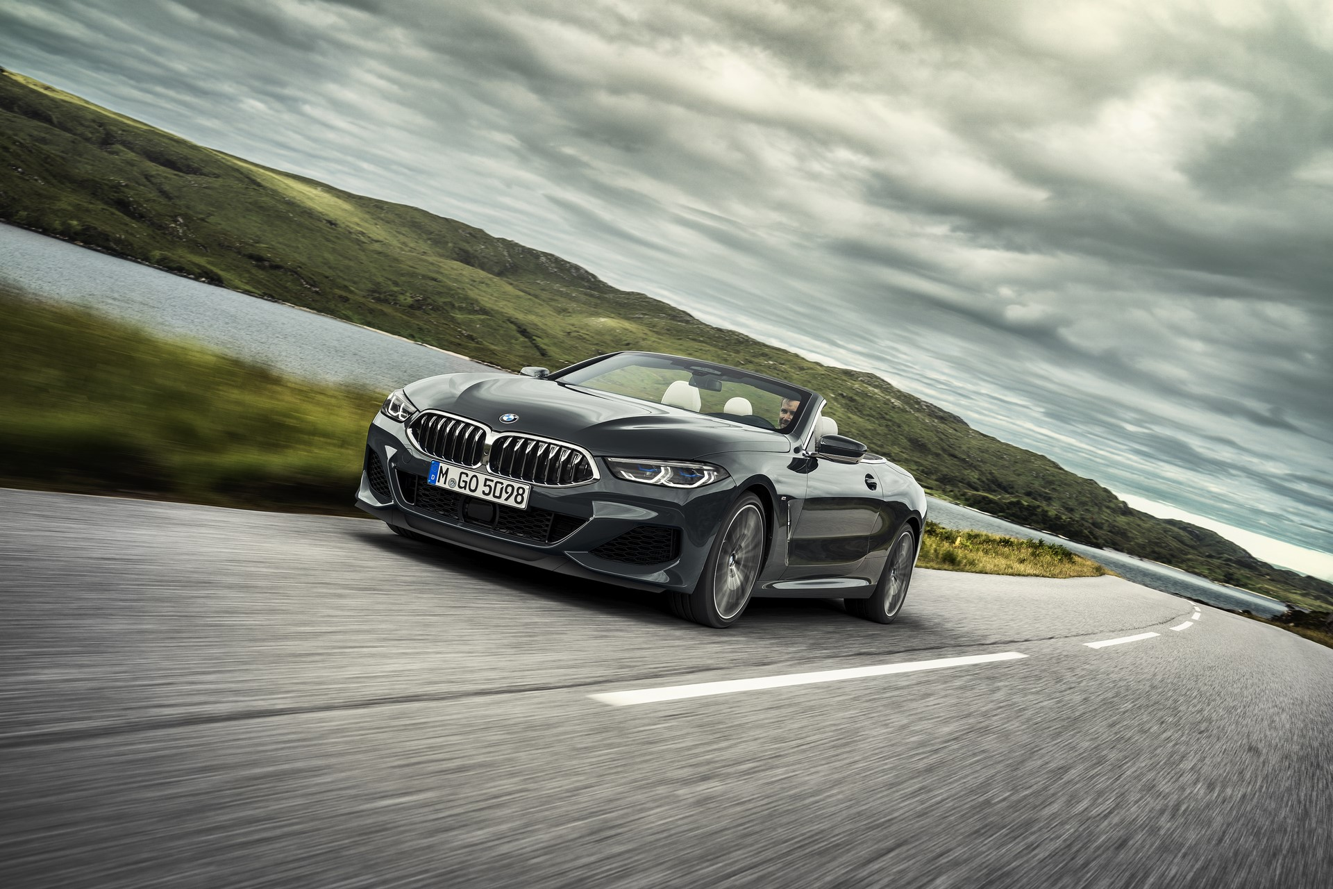 BMW 8 Series Convertible 2019 (2)