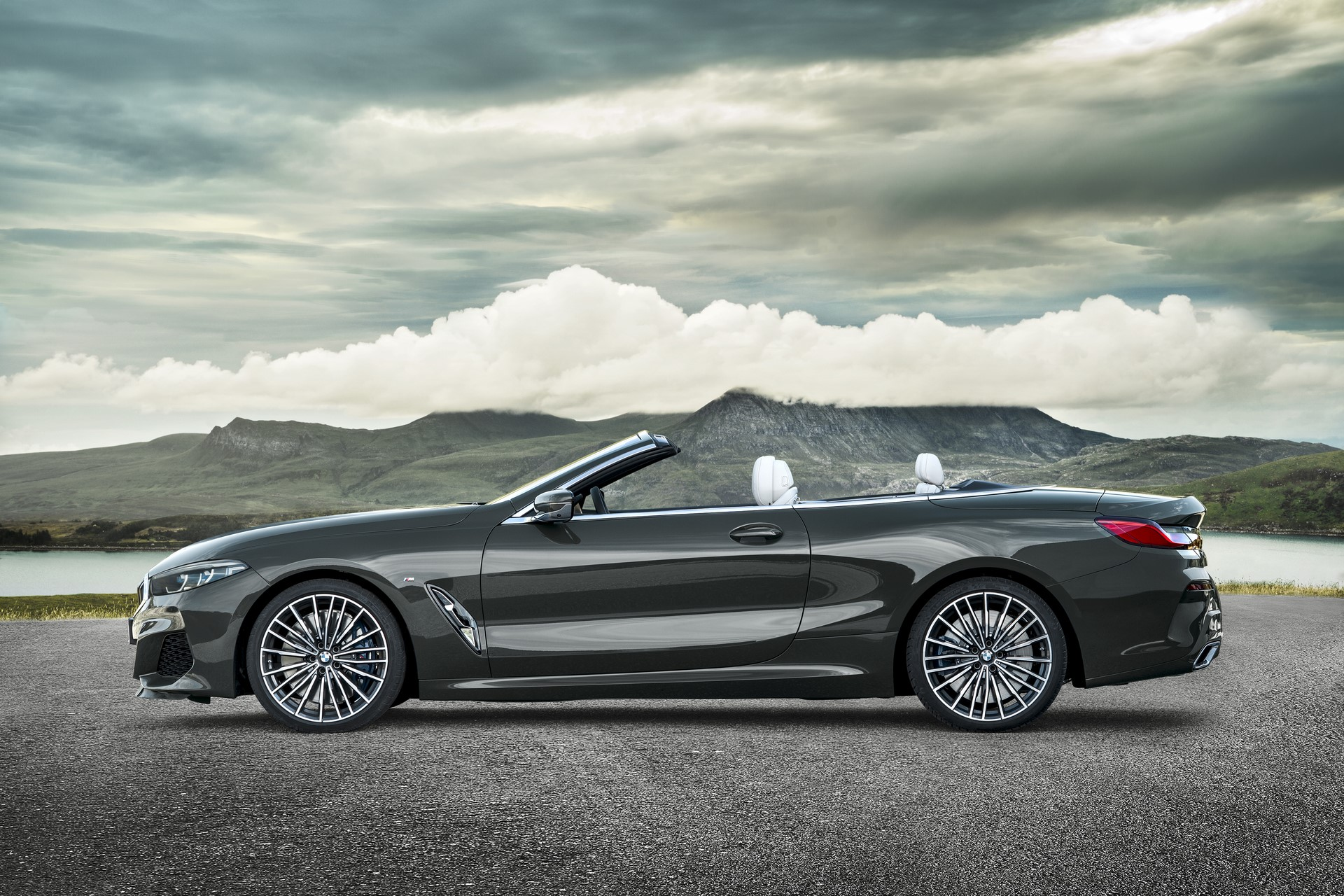 BMW 8 Series Convertible 2019 (23)