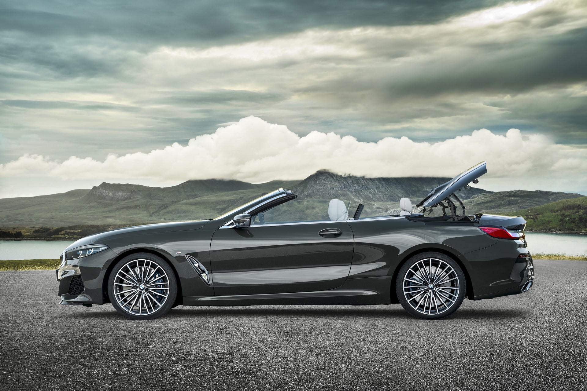 BMW 8 Series Convertible 2019 (24)