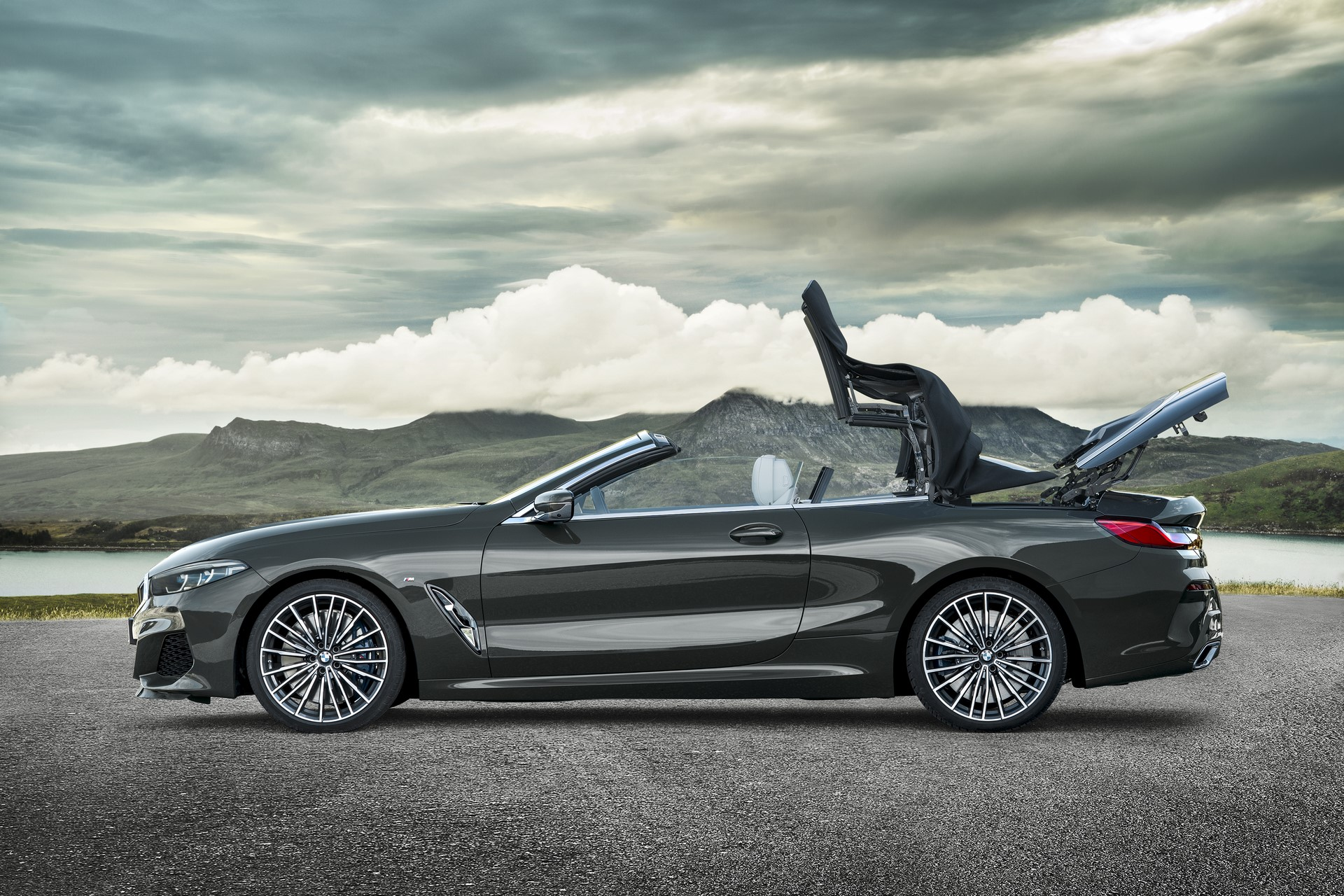 BMW 8 Series Convertible 2019 (25)