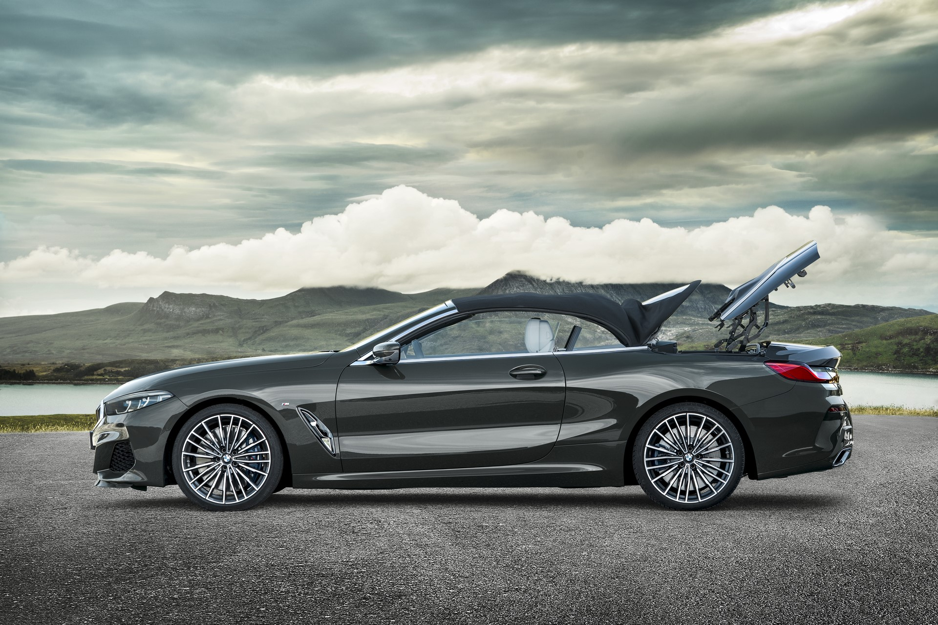 BMW 8 Series Convertible 2019 (26)