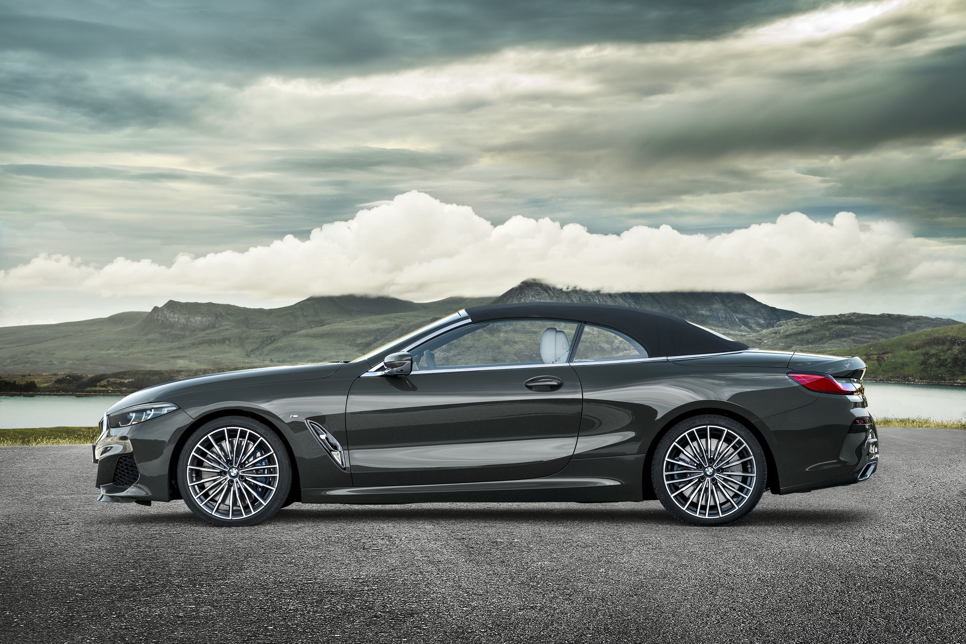 BMW 8 Series Convertible 2019 (27)