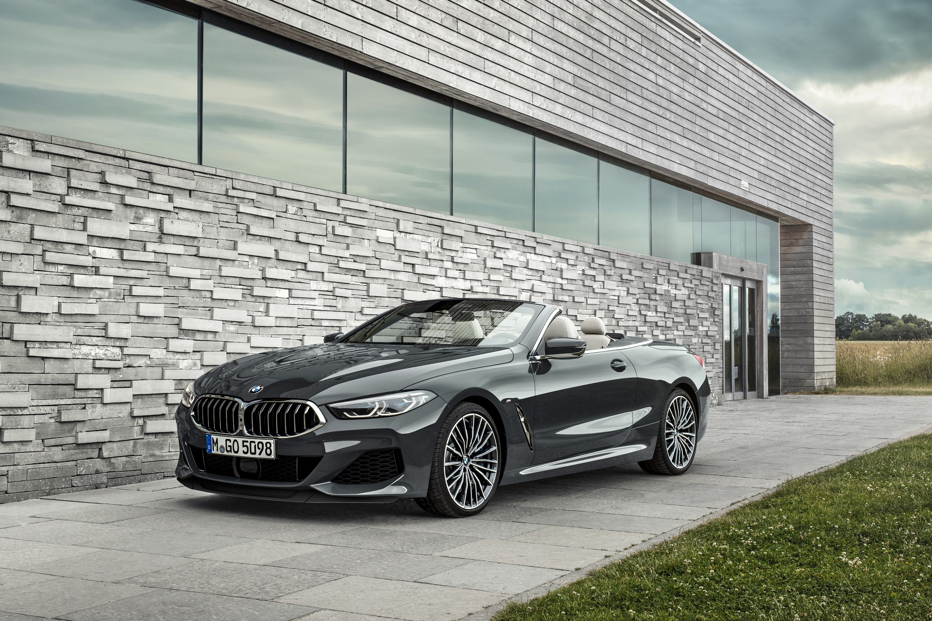 BMW 8 Series Convertible 2019 (30)