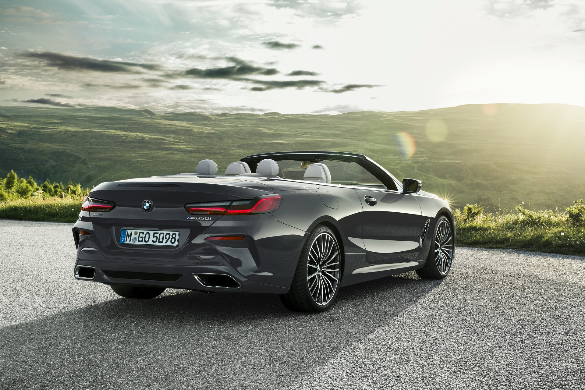 BMW 8 Series Convertible 2019 (38)