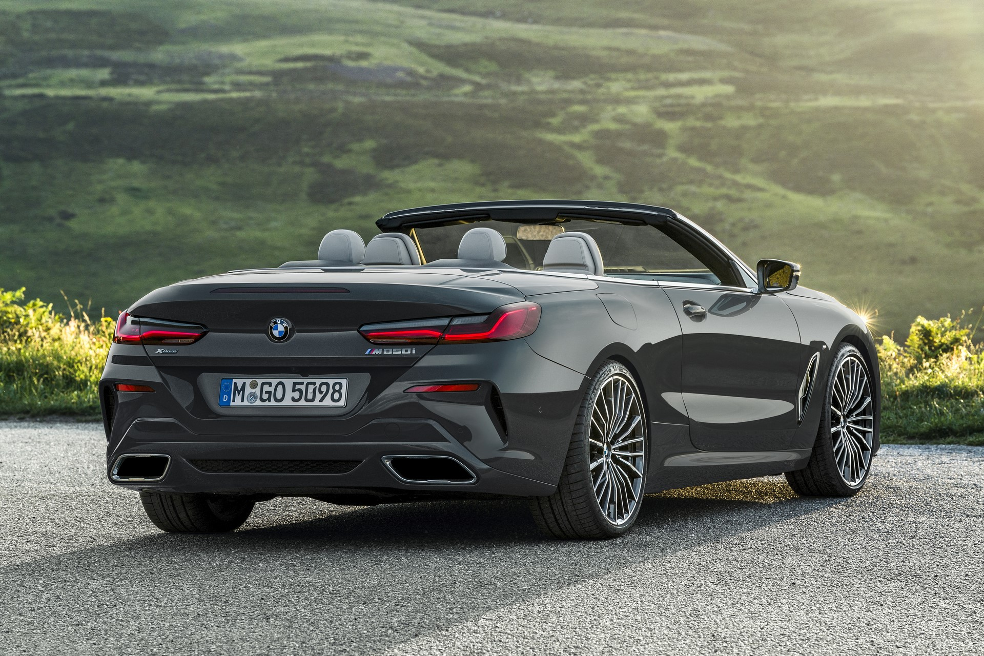 BMW 8 Series Convertible 2019 (39)