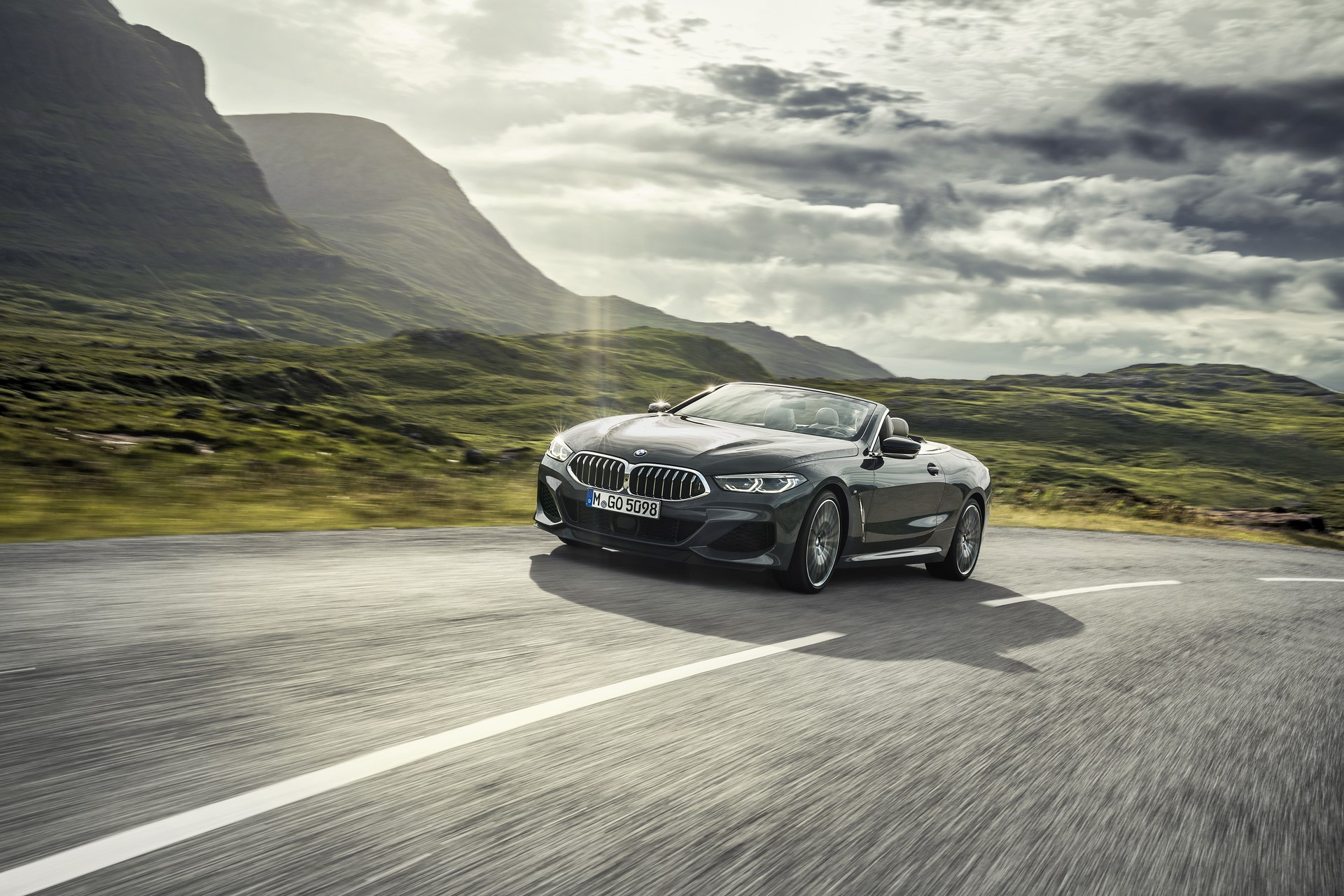 BMW 8 Series Convertible 2019 (4)