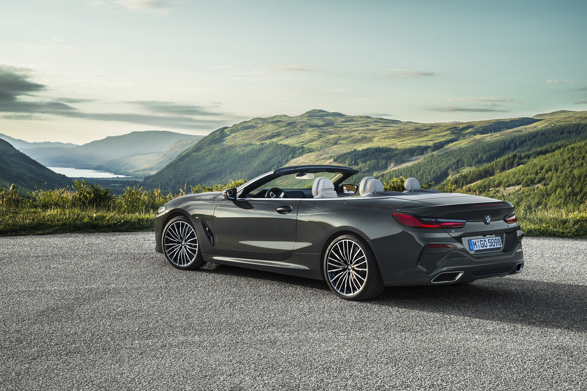 BMW 8 Series Convertible 2019 (40)