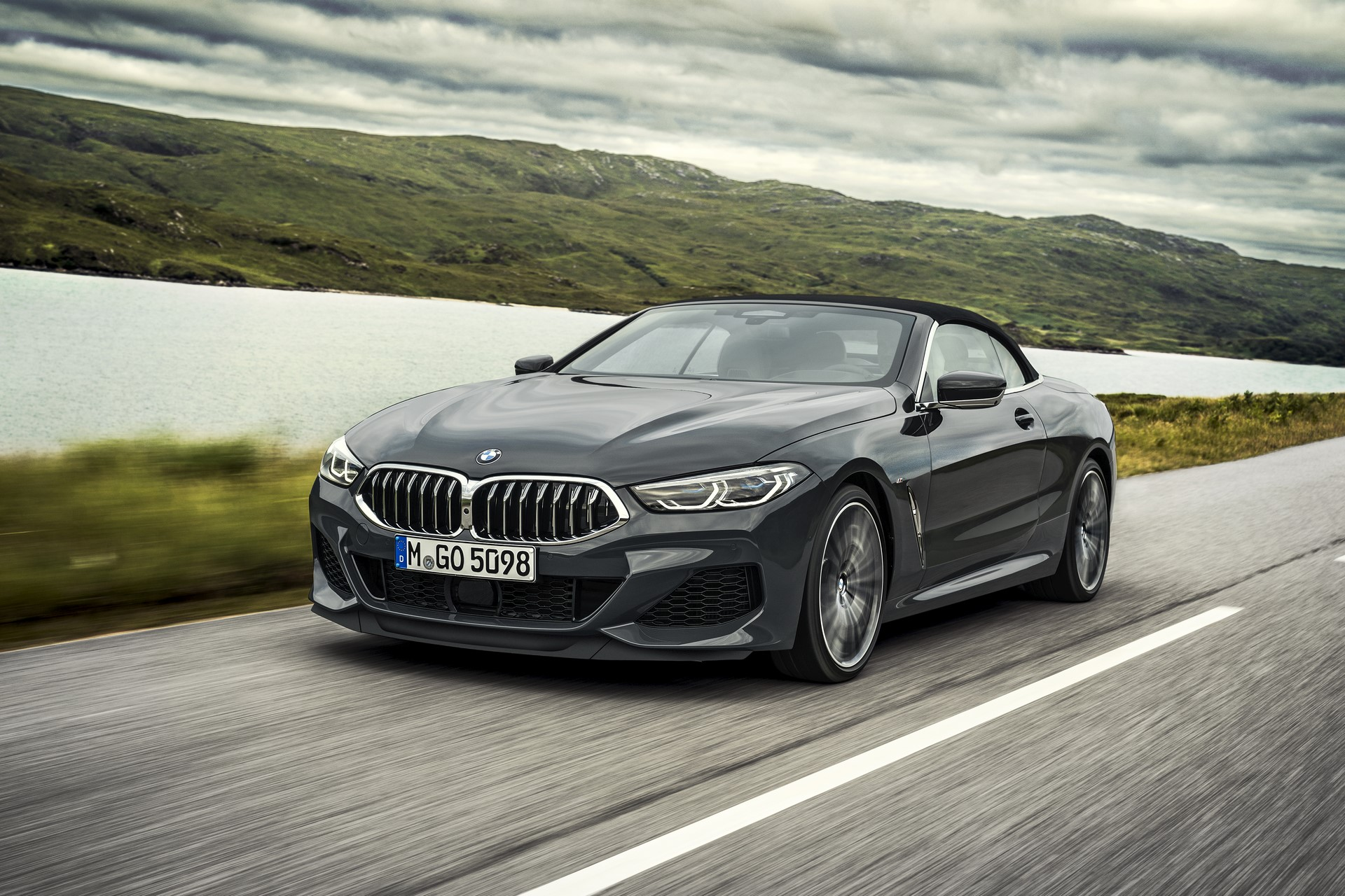 BMW 8 Series Convertible 2019 (5)