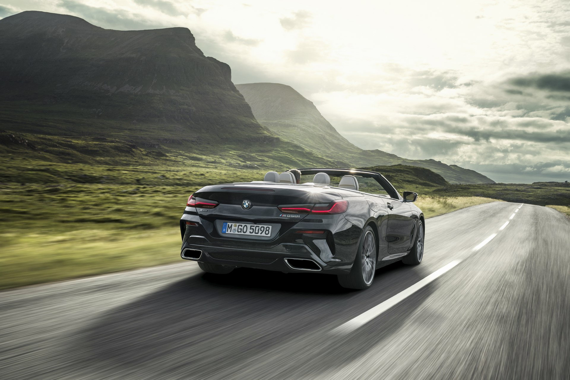 BMW 8 Series Convertible 2019 (6)