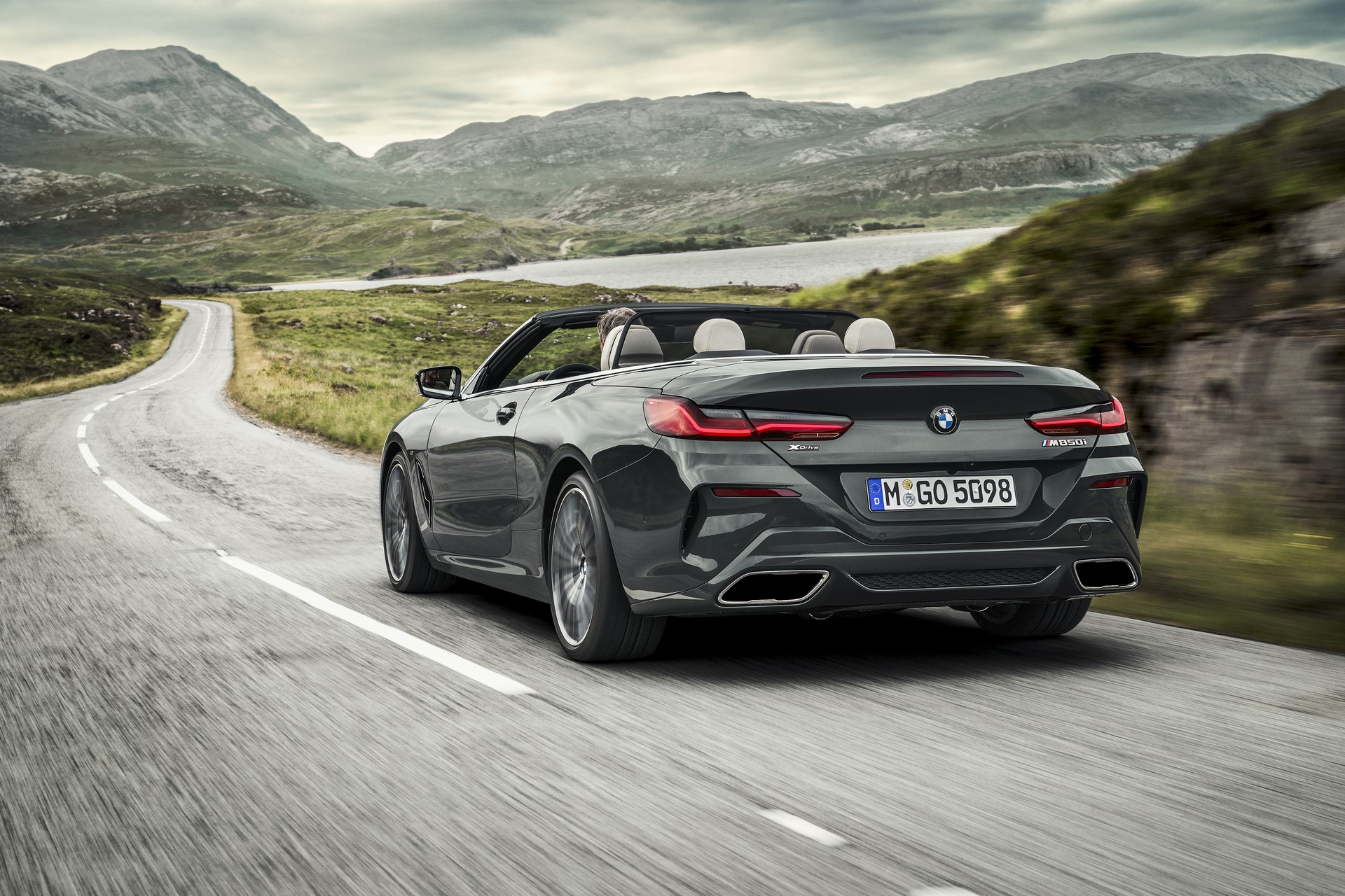 BMW 8 Series Convertible 2019 (7)