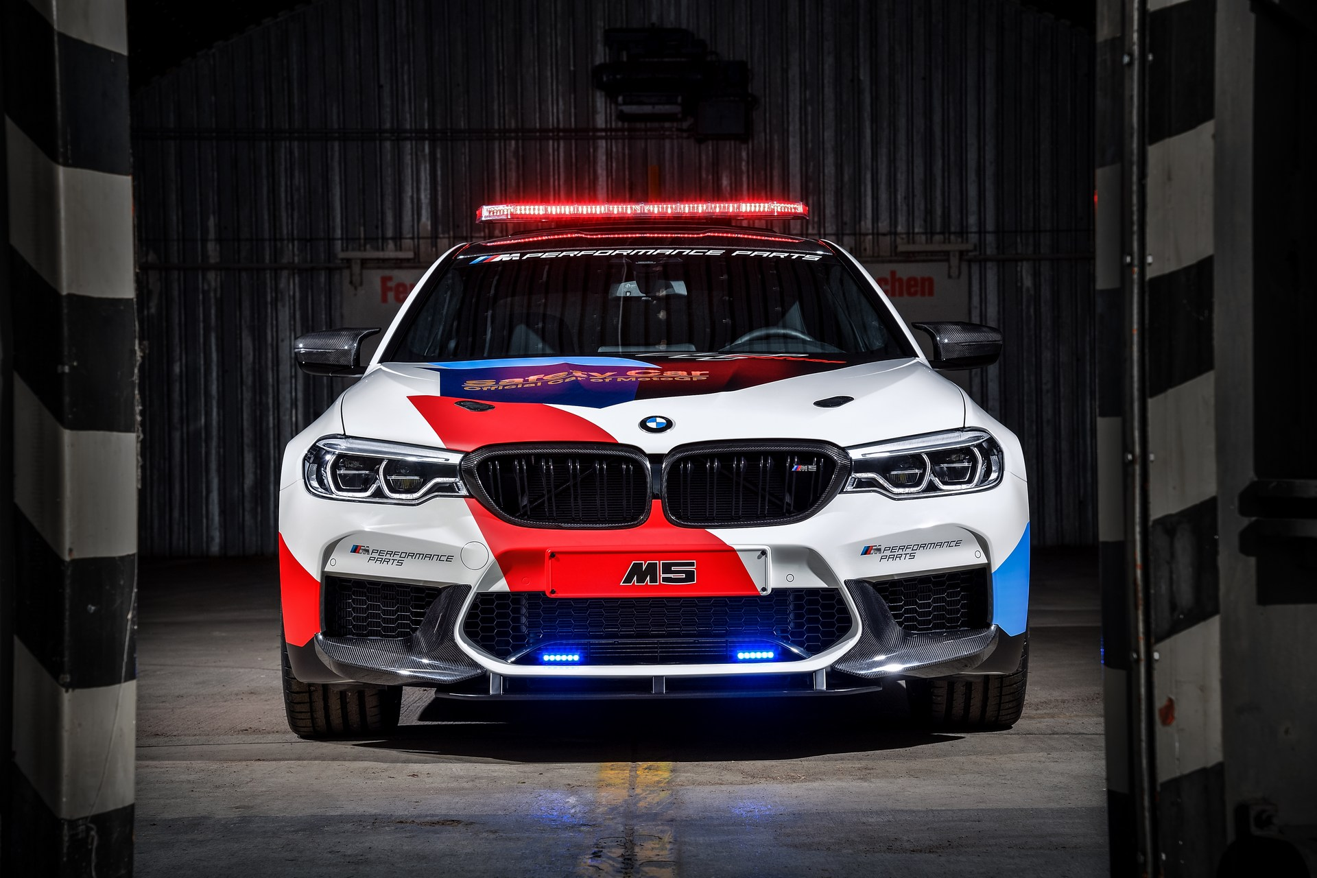 BMW_M5_Safety_Car_0000
