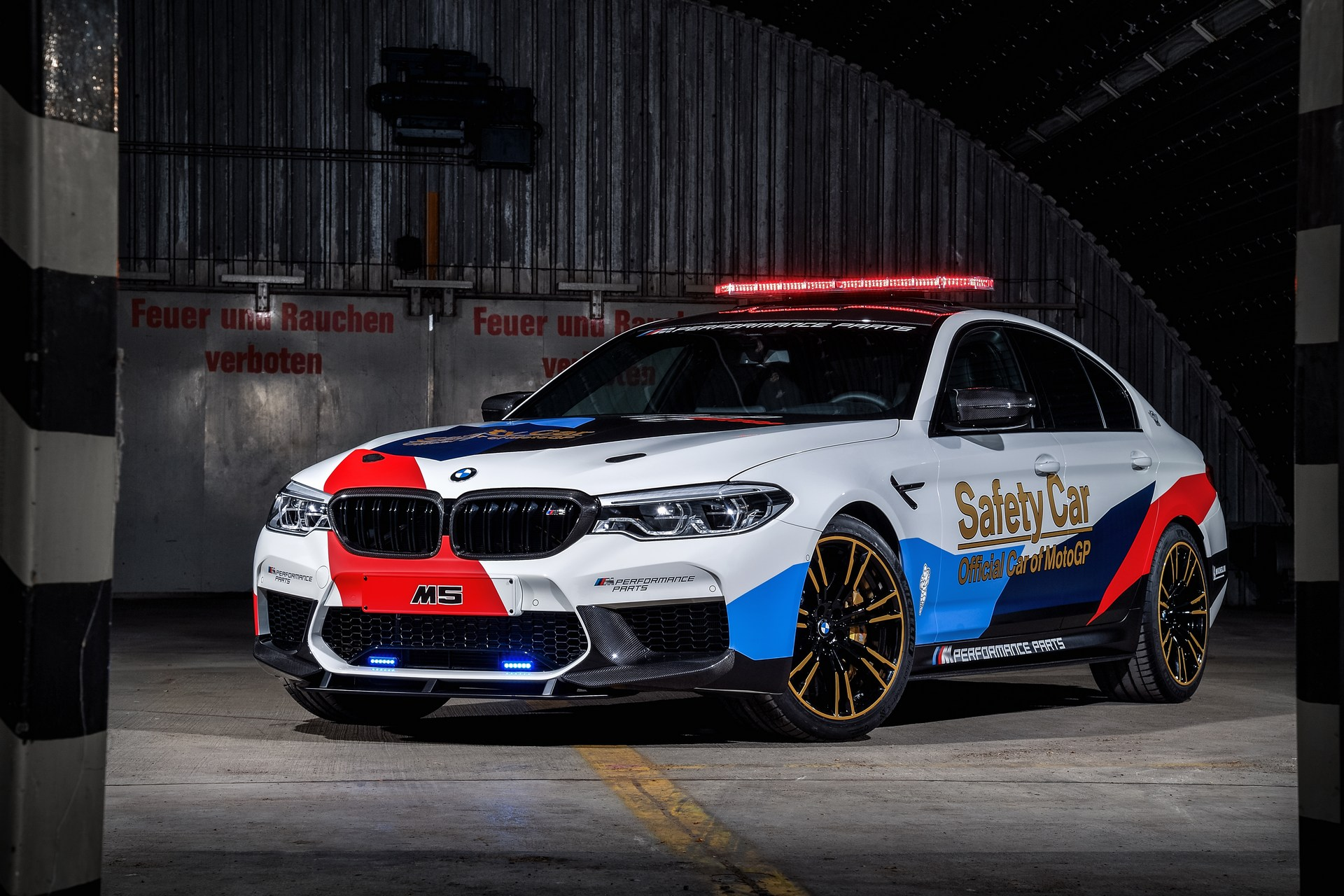BMW_M5_Safety_Car_0002