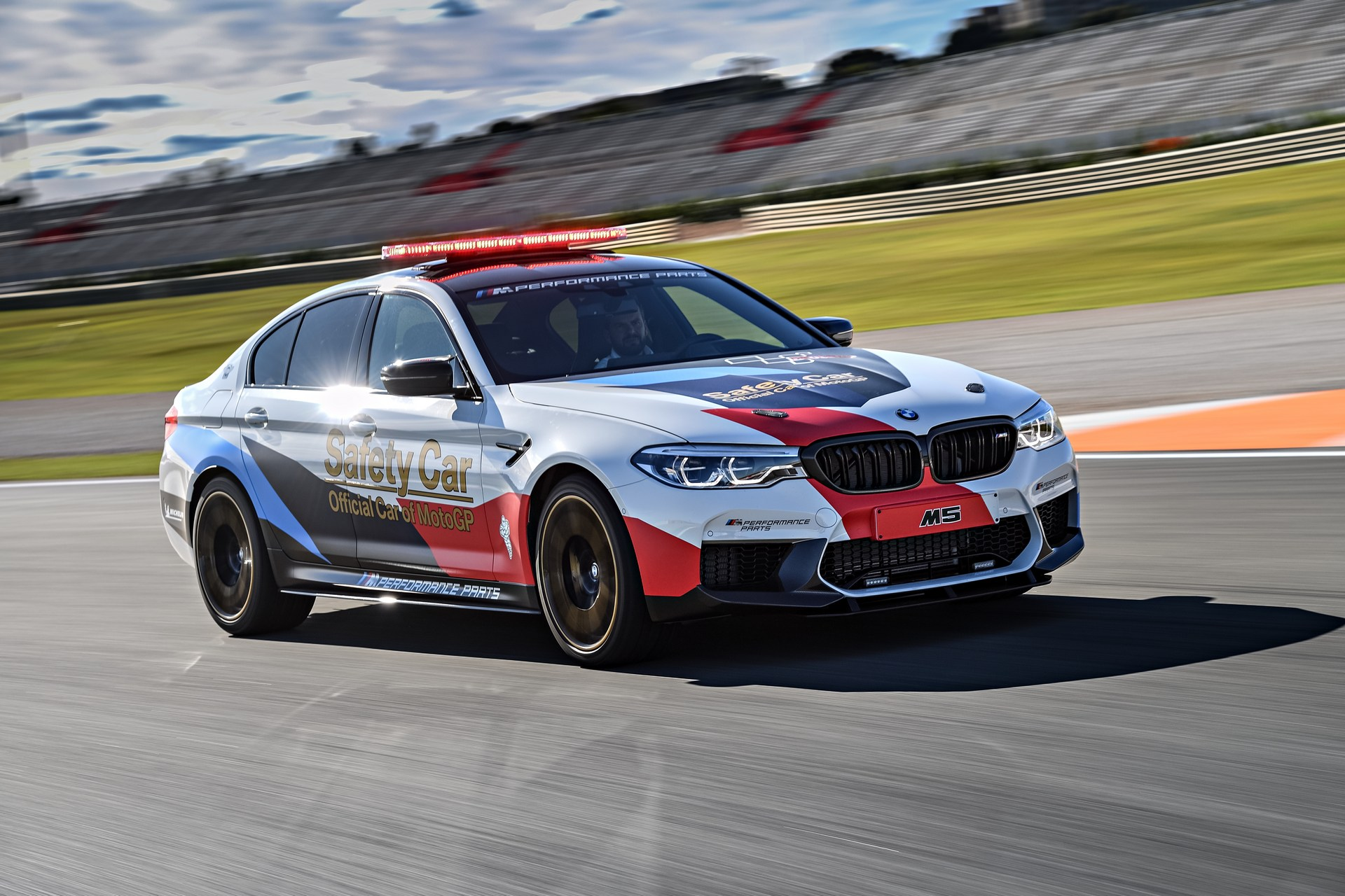 BMW_M5_Safety_Car_0004