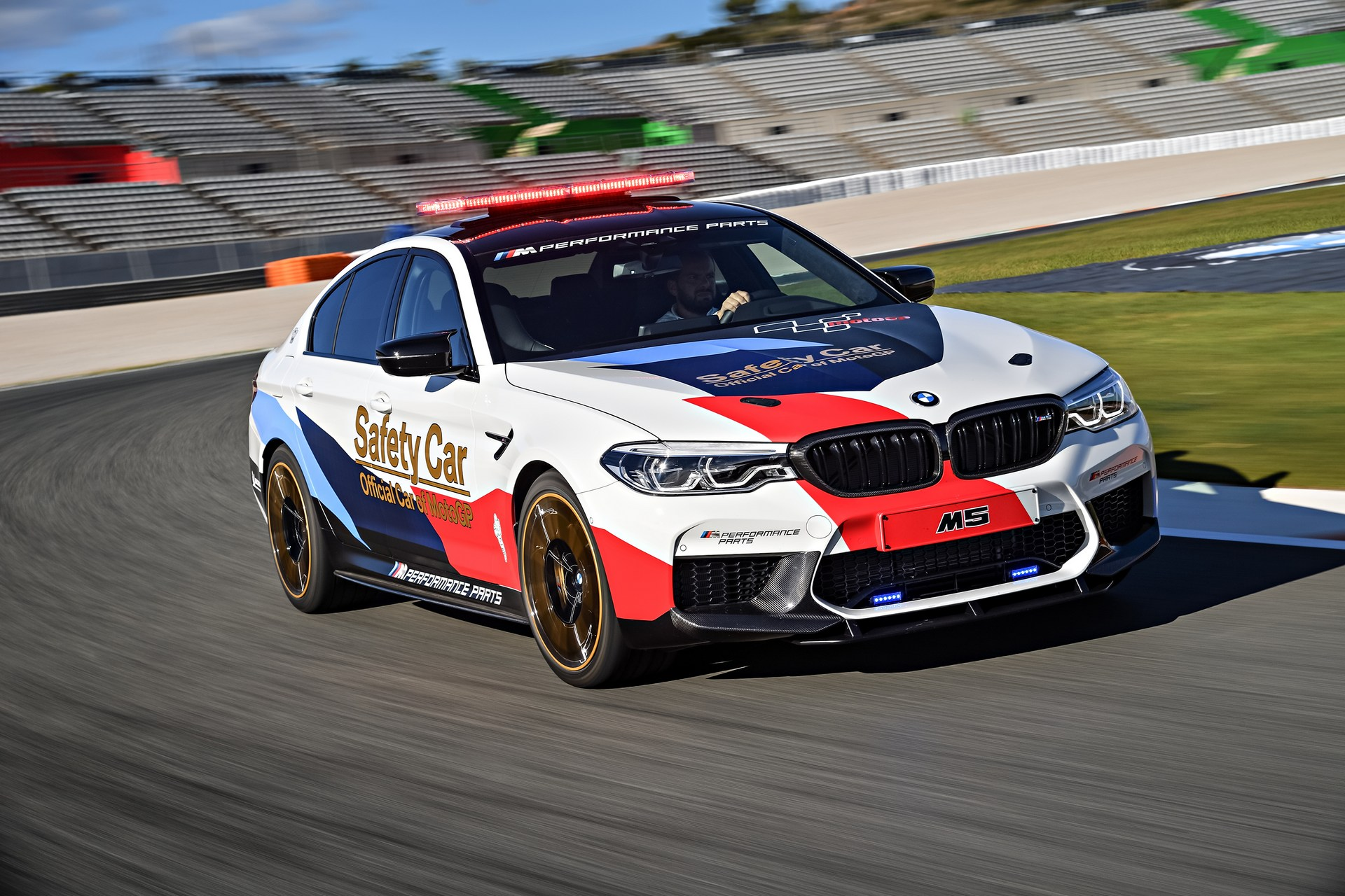 BMW_M5_Safety_Car_0006