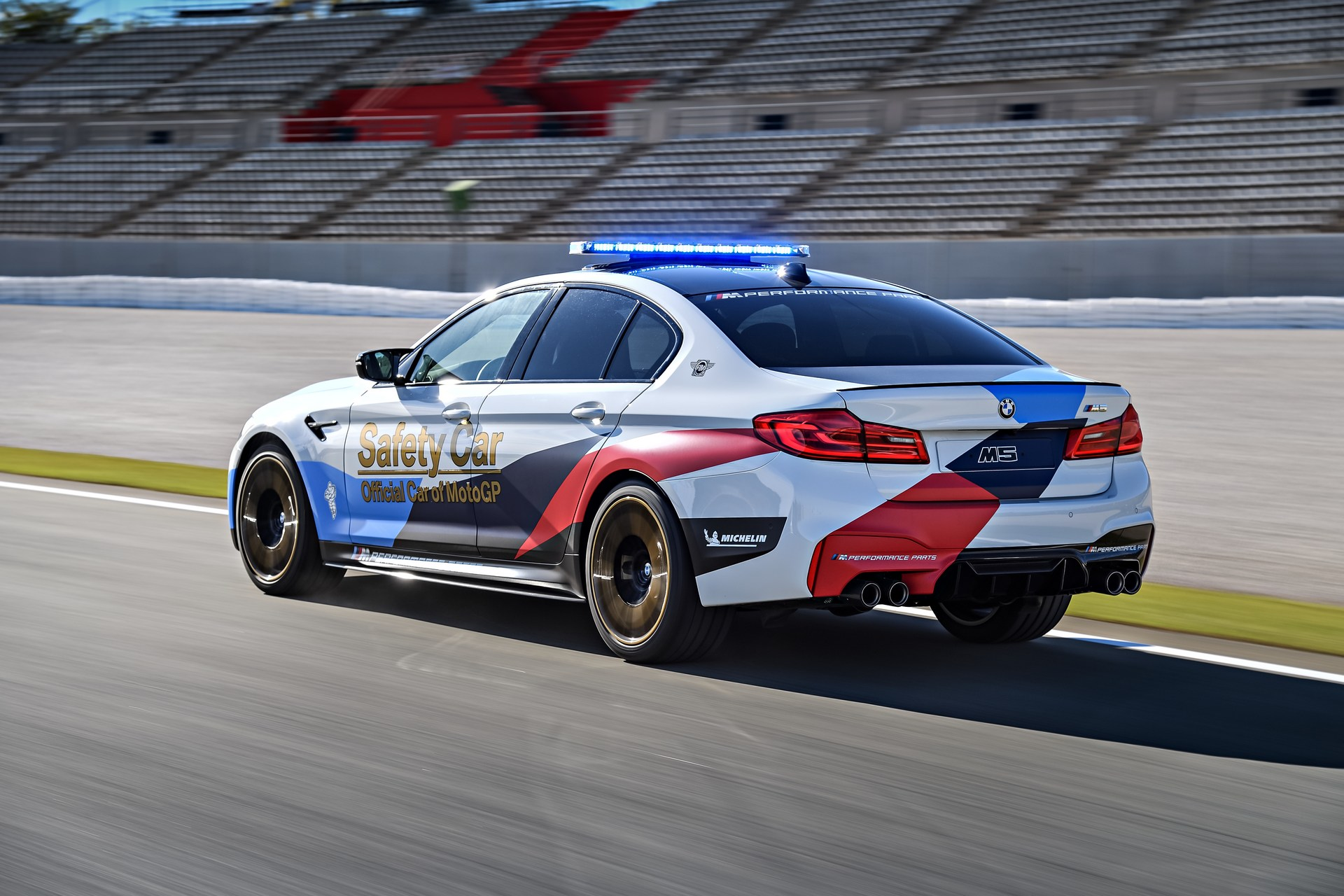 BMW_M5_Safety_Car_0008